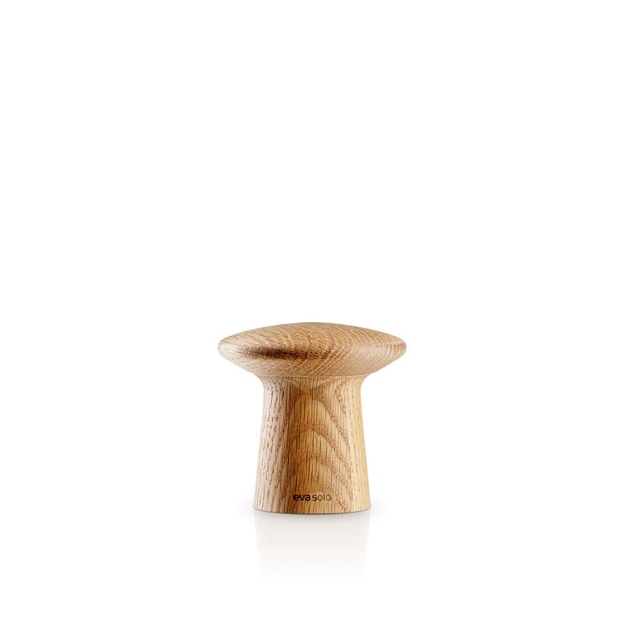 Мельничка для соли и перцаАксессуары для кухни<br>Суперстильные мельнички для специй! Оборудованы запатентованной системой CrushGrind - керамическим механизмом измельчения, разработанным датскими дизайнерами. Он заключён в элегантный корпус из полированного дерева, продуманная форма которого позволяет удобно держать прибор при измельчении, а также с лёгкостью открывать мельнички для того, чтобы засыпать специи.<br><br>Material: Дерево<br>Высота см: 7