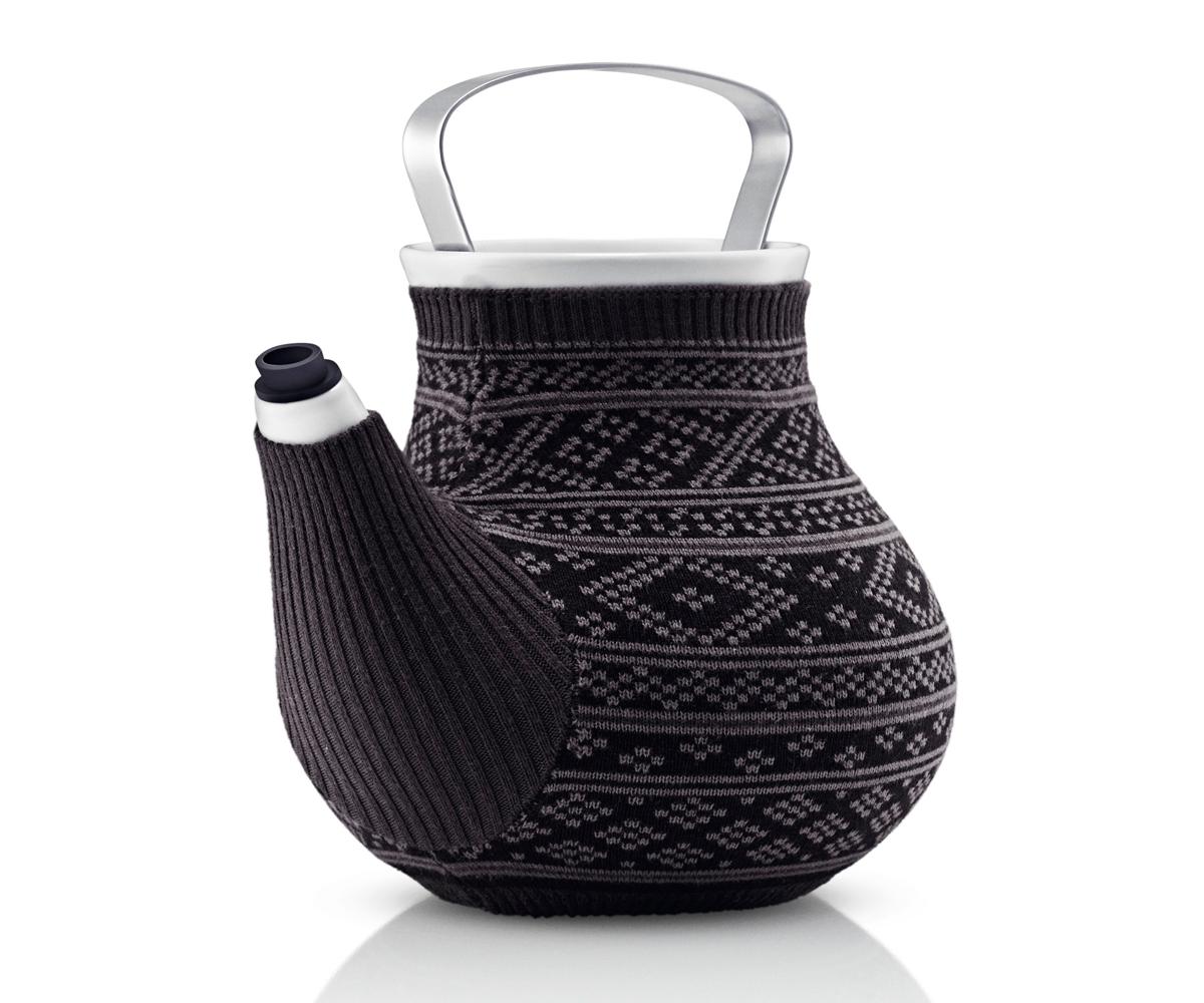 Чайник заварочный My big teaЧайники<br>Дизайнеры EvaSolo решили одеть керамические чайники My Big Tea в свитера, таким образом создать на кухне уютную и теплую атмосферу. Чайник My Big Tea предназначен для людей, которые ценят обаяние, функциональность и элегантный дизайн. Емкость чайника 1.5л. Корпус чайника сделан из фарфора, ручка из нержавеющей стали, свитер для чая сделан из натурального трикотажа, специальная силиконовая насадка на носике не даёт воде капать мимо. Чайник можно мыть в посудомоечной машине, предварительно сняв свитер, который стирается отдельно в деликатном режиме при 30 градусах.&amp;lt;div&amp;gt;&amp;lt;span style=&amp;quot;line-height: 24.9999px;&amp;quot;&amp;gt;&amp;lt;br&amp;gt;&amp;lt;/span&amp;gt;&amp;lt;/div&amp;gt;&amp;lt;div&amp;gt;&amp;lt;span style=&amp;quot;line-height: 24.9999px;&amp;quot;&amp;gt;Объем&amp;amp;nbsp;1.5 л.&amp;amp;nbsp;&amp;lt;/span&amp;gt;&amp;lt;div&amp;gt;&amp;lt;span style=&amp;quot;line-height: 24.9999px;&amp;quot;&amp;gt;Материал: фарфор, силикон, нержавеющая сталь.&amp;lt;/span&amp;gt;&amp;lt;/div&amp;gt;&amp;lt;/div&amp;gt;<br><br>Material: Фарфор<br>Width см: 20<br>Depth см: 17,5<br>Height см: 19