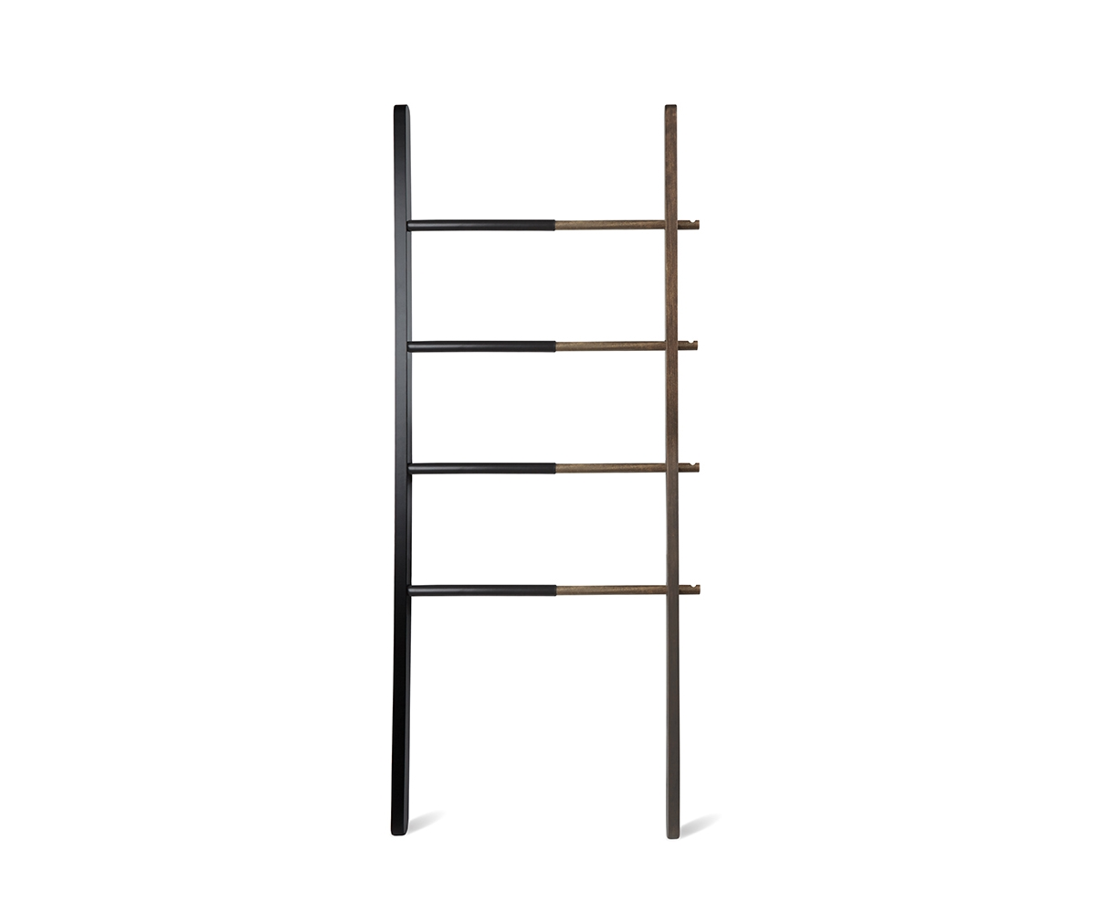 Вешалка-лестница HubВешалки<br>Удачное решение для небольшого пространства:  вешалка, способная менять свой размер. Регулируемая ширина: от 40,6 см до 61 см. 4 перекладины и 4 крючка. Стильное сочетание  тёмного дерева и черного цвета.                                                                                                         Дизайн: Matt Carr<br><br>Material: Дерево<br>Width см: 41<br>Depth см: 3,8<br>Height см: 152