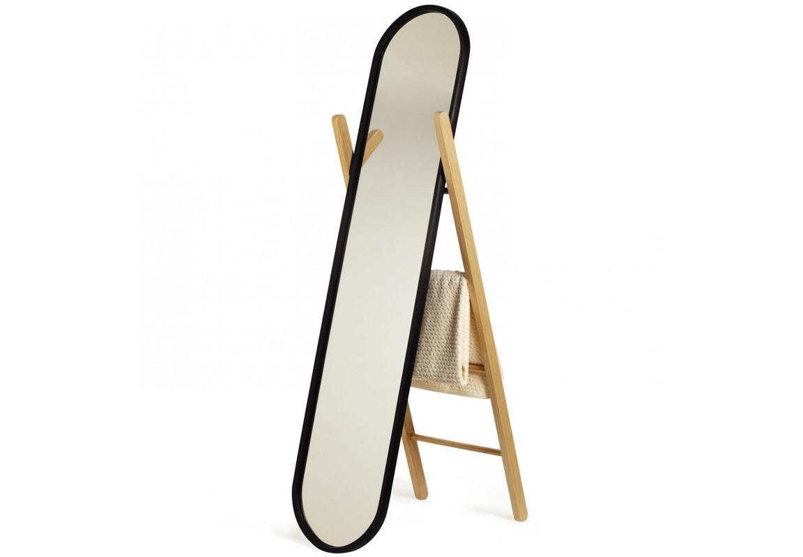 Зеркало напольное и вешалка HubНапольные зеркала<br>Гениальная идея для небольшого пространства: напольное зеркало, совмещенное с вешалкой. Ведь главное - функциональность! Красивое сочетание древесины бука с черным матовым напылением украсит ванную комнату, кабинет, коридор или спальню, позволив повесить полотенца и одежду. Зачем красть у себя драгоценное пространство комнаты, если можно использовать его креативно?<br><br>Material: Пластик<br>Ширина см: 41<br>Высота см: 156<br>Глубина см: 9