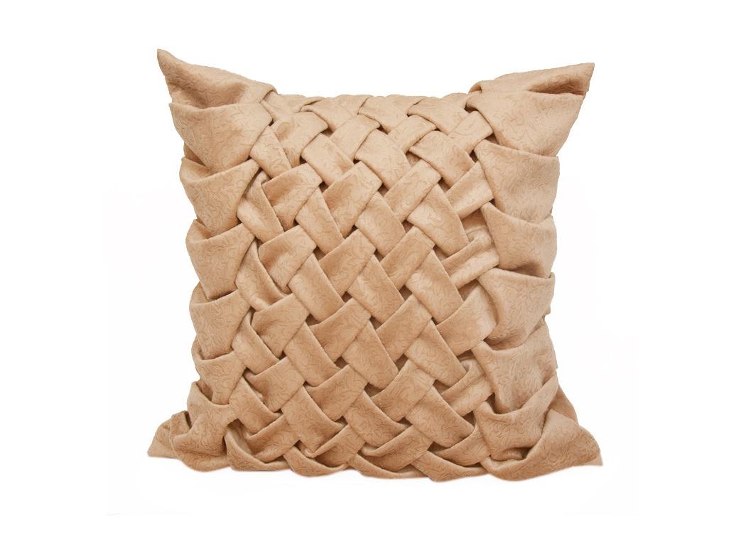 Декоративная подушка Светлая розаКвадратные подушки и наволочки<br>Подушка ручной работы с плетением в форме колоса, выполнена из велюра, чехол на молнии, очень нежная на ощупь, внутри шелковая подкладка и подушка-думка с цветочным рисунком и наполнением из холлофайбера.<br><br>Material: Велюр<br>Width см: 40<br>Depth см: 15<br>Height см: 40