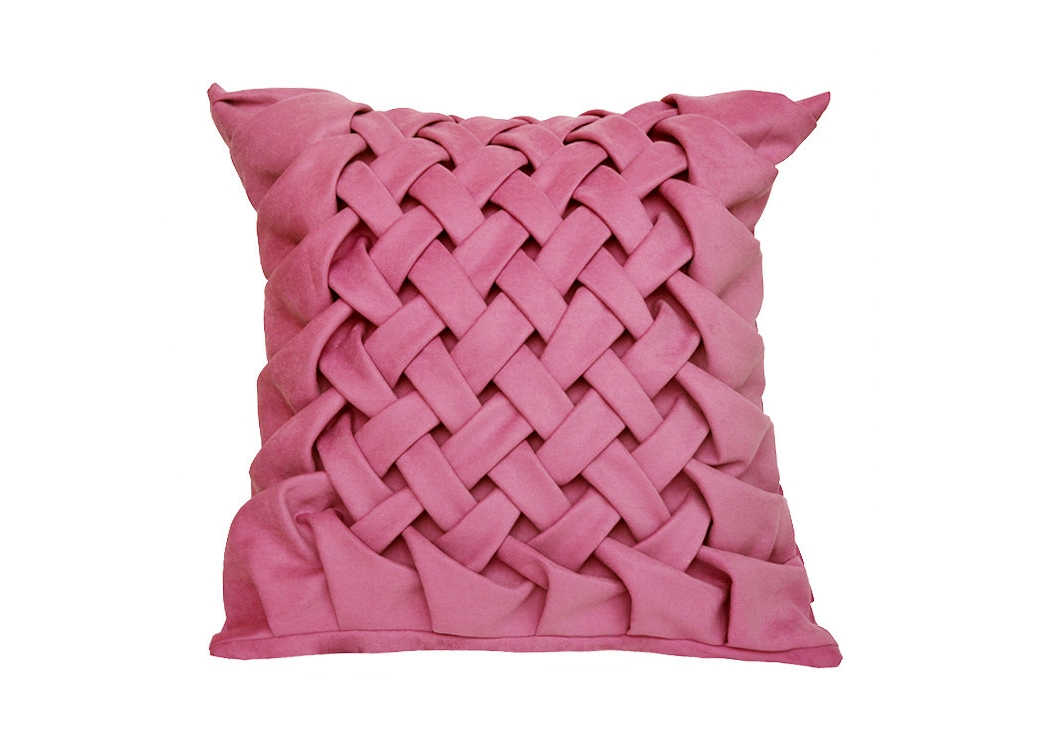 Декоративная подушка РозаКвадратные подушки и наволочки<br>Ручная работа плетение в форме колоса, подушка выполнена из мебельного  велюра, съемный чехол на молнии, внутри шелковая подкладка и подушка думочка с цветочным рисунком и наполнением из холлефайбера.<br><br>Material: Велюр<br>Ширина см: 40<br>Высота см: 40<br>Глубина см: 15