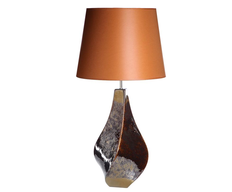 Настольная лампаДекоративные лампы<br>Настольная лампа является не только незаменимым атрибутом кабинета, гостиной или спальни, но еще и выполняет важную эстетическую функцию: грамотно подобранная настольная лампа подчеркнет индивидуальность интерьера. Керамическое основание данной модели четко повторяют вазы из той же коллекции (арт. 555E-8147 и арт. 555E-8148), что позволит создать единый гармоничный ансамбль.<br><br>Португальская компания Farol (в переводе означает «маяк») изготавливает из керамики уникальные вазы и светильники, отличающиеся смелым дизайном и неповторимыми формами.&amp;lt;div&amp;gt;&amp;lt;br&amp;gt;&amp;lt;/div&amp;gt;&amp;lt;div&amp;gt;&amp;lt;div&amp;gt;Вид цоколя: E27&amp;lt;/div&amp;gt;&amp;lt;div&amp;gt;Мощность: 60W&amp;lt;/div&amp;gt;&amp;lt;div&amp;gt;Количество ламп: 1&amp;lt;/div&amp;gt;&amp;lt;/div&amp;gt;<br><br>Material: Керамика<br>Width см: None<br>Height см: 90<br>Diameter см: 45
