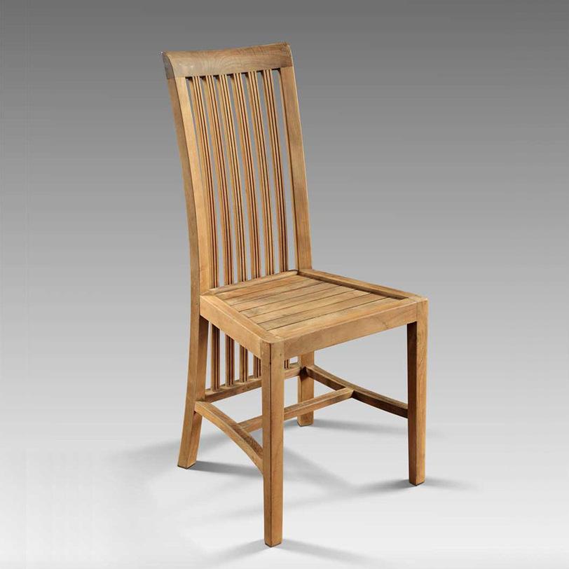 Стул  BoleroОбеденные стулья<br>Классический стул для кухни или гостиной с высокой спинкой. Спинка, хотя и жёсткая, имеет удобную изогнутую форму. Надежный каркас выполнен из массива тика.<br>Возможно заказать модель Bolero (painted) - стул раскрашен в разноцветную полоску.<br><br>Material: Тик<br>Ширина см: 44<br>Высота см: 113<br>Глубина см: 42