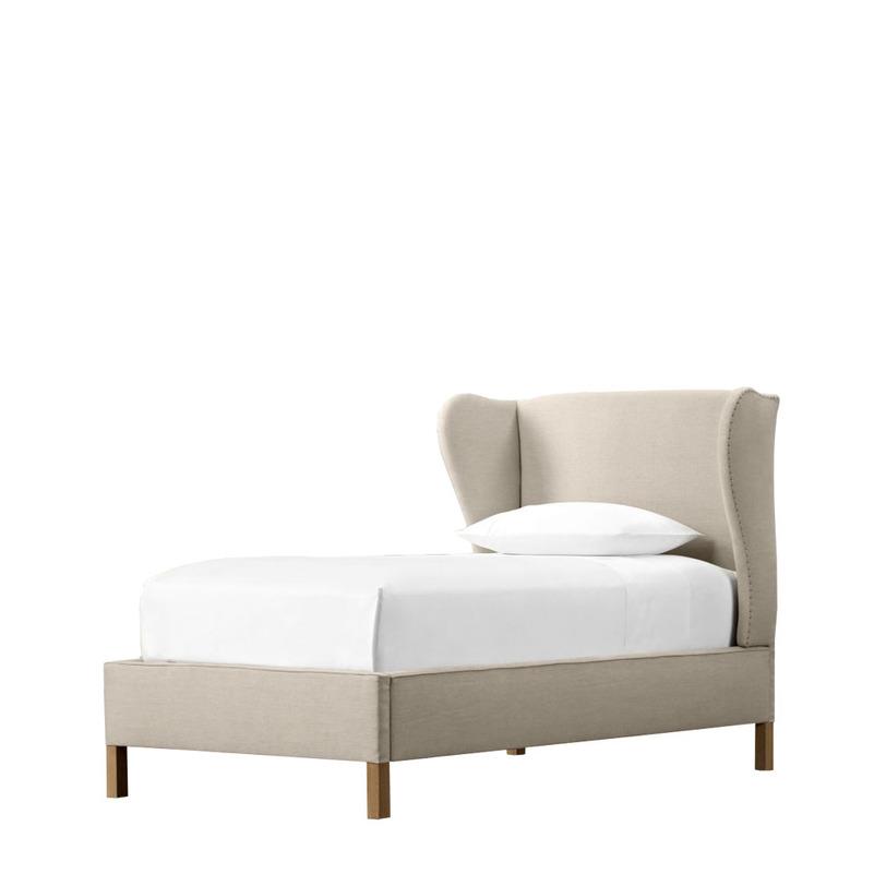 Кровать односпальная JacquelineКровати с мягким изголовьем<br>Французская изысканность и шик, выраженные в ненавязчивости и в следовании моде, воплотились в двуспальной кровати «Jacqueline». Ее изящность и стиль видны невооруженным глазом. Высокое изголовье зрительно удлиняет модель, овальное оформление спинки добавляет «изюминку», декорированные вручную края кровати придают индивидуальность.<br><br>Ткань:<br>- светлый лен F01;<br><br>Material: Дерево<br>Length см: 204<br>Width см: 119<br>Height см: 124