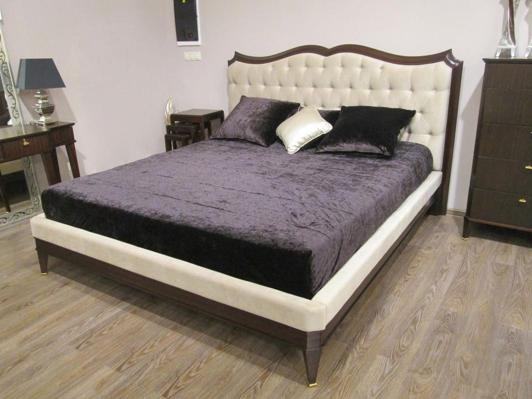 Кровать с решеткой MESTREКровати с мягким изголовьем<br>Кровать выполнена в стиле неоклассика. Размер спального места 180*200 см.<br><br>Material: Дерево<br>Width см: 207<br>Depth см: 222<br>Height см: 130