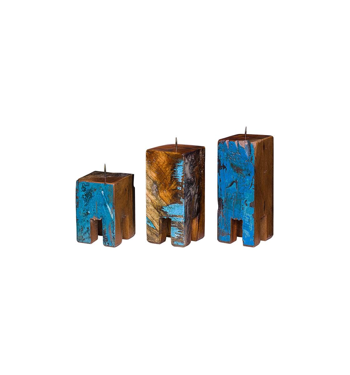 Набор из трех подсвечников Гарри ПоттерПодсвечники<br>Три подсвечника разной высоты (12, 17 и 20 см.), выполненные из массива древесины старого рыбацкого судна с сохранением оригинальной многослойной окраски.<br><br>Подходит для использования как внутри помещения, так и снаружи.<br><br>Material: Тик<br>Ширина см: 30.0<br>Высота см: 20.0<br>Глубина см: 10.0