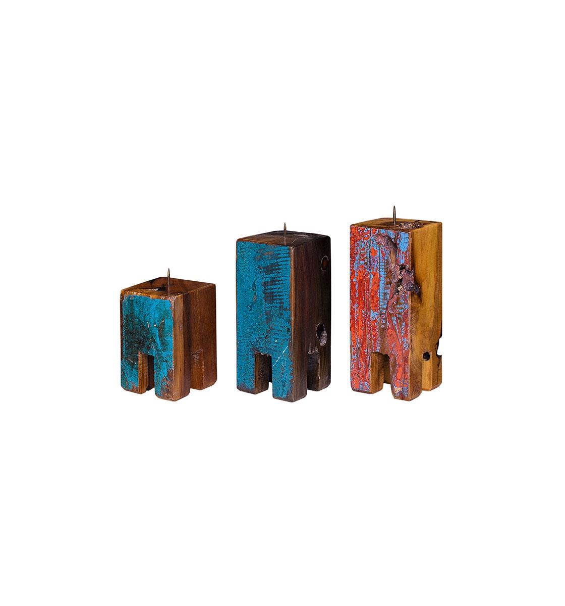 Набор из трех подсвечников Гарри ПоттерПодсвечники<br>Три подсвечника разной высоты (12, 17 и 20 см.), выполненные из массива древесины старого рыбацкого судна с сохранением оригинальной многослойной окраски.<br><br>Подходит для использования как внутри помещения, так и снаружи.<br><br>Material: Тик<br>Ширина см: 10<br>Высота см: 20<br>Глубина см: 10