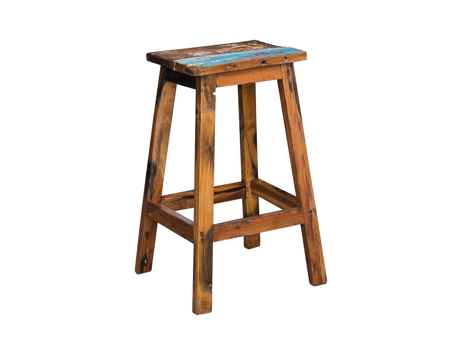 Барный стул ЛомоносовБарные стулья<br>Стул барный, выполненный из массива древесины старого рыбацкого судна, такой как: тик, махогон, суар, с сохранением оригинальной многослойной окраски.<br><br>Компактный барный стул без спинки. Отличный вариант для баров, ресторанов, кафе, а также для жилых пространств.<br>Подходит для использования как внутри помещения, так и снаружи.<br>Сборка не требуется.<br><br>Material: Тик<br>Width см: 40<br>Depth см: 30<br>Height см: 75
