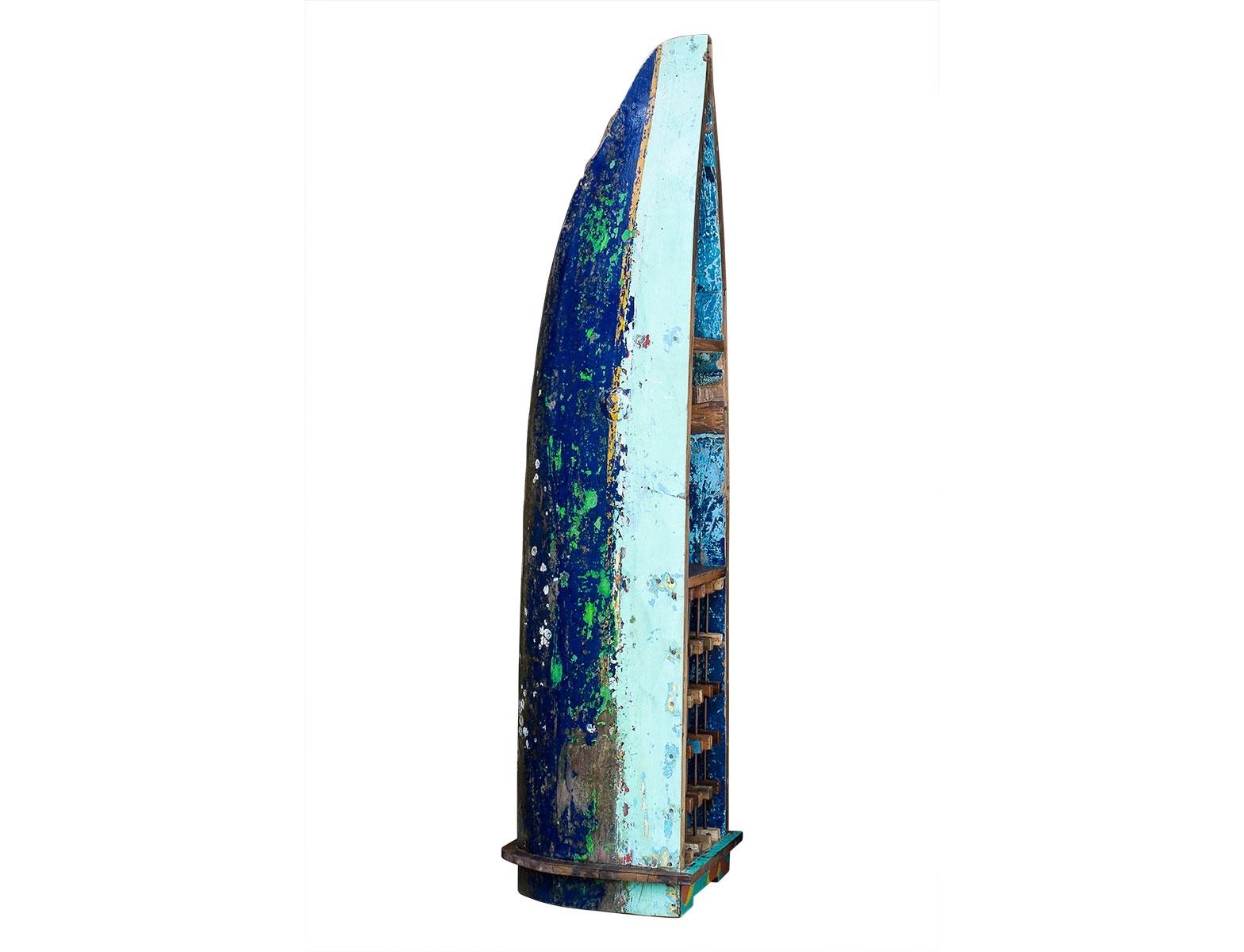Лодка для вина ТасманВинные стеллажи<br>Винный шкаф, выполненный из старой рыбацкой лодки классической правильной формы с сохранением оригинальной многослойной окраски.<br><br>Хранит до 15 бутылок.<br>Подходит для использования как внутри помещения, так и снаружи.<br>Сборка не требуется.<br><br>Material: Тик<br>Width см: 55<br>Depth см: 54<br>Height см: 211