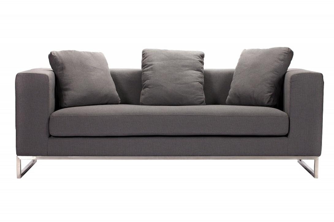Диван  CharlseДвухместные диваны<br>Современный диван строгого силуэта на ножках из нержавеющей стали. Выглядит уютным благодаря мягким спинке и сиденью, а также большим (выше спинки) пухлым подушкам. Текстильная обивка приятного серого цвета также эмоционально настраивает на покой и отдых.<br><br>Цвет: серый<br>Материал: ножки из нержавеющей стали<br>Обивка: ткань<br><br>Material: Текстиль<br>Width см: 184<br>Depth см: 70<br>Height см: 68
