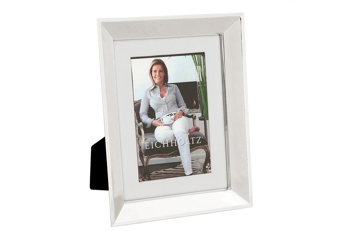 Рамка для фотографий SwansonРамки для фотографий<br>Фоторамка Swanson с никелированной рамкой и прозрачным стеклом.<br><br>Material: Металл<br>Width см: 19<br>Depth см: 1<br>Height см: 24