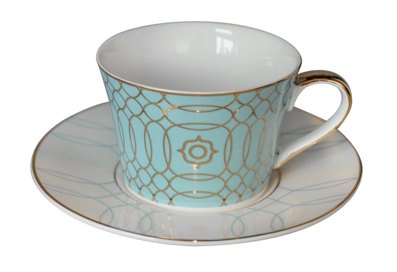 Чайная пара Turquoise VeilЧайные пары и чашки<br>Великолепная чайная пара Turquoise Veil из костяного фарфора сделает праздничным даже самое обыкновенное чаепитие. Изящная бирюзовая чашка украшена нежным, воздушным рисунком, подчеркивающим невесомость материала. Безупречный стиль и качество исполнения придутся по вкусу ценителям дорогих эксклюзивных вещей.<br><br>Material: Фарфор<br>Height см: 5,5<br>Diameter см: 9