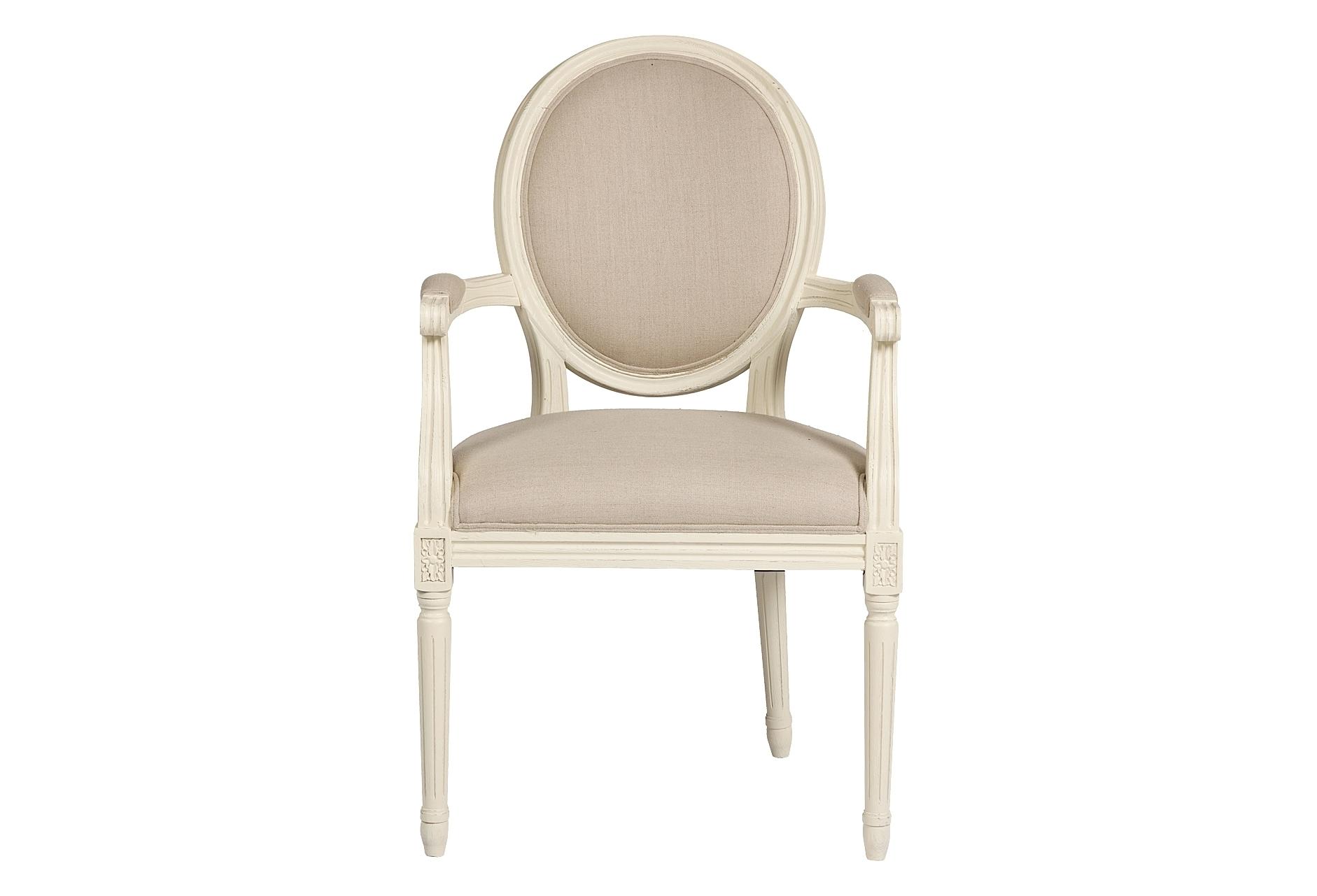 Кресло Vintage French RoundСтулья с подлокотниками<br>Это кресло напоминает мебель времен Людовика и Марии-Антуанет. Ведь именно тогда был пик расцвета стилей Прованс и Барокко. Выполненное в современном толерантном стиле, кресло Vintage French Cane Back Round, тем не менее, ярко показывает свои французские истоки. Действительно, оно бы украсило не один дворец или палаццо. Классические округлые формы деревянного каркаса из дуба, своеобразная спинка в виде медальона, высокие тонкие ножки и округлые бока — стиль Прованс! Простое и изысканное, легкое и воздушное, кокетливое и притягательное — вот так можно описать кресло Vintage French Cane Back Round.<br><br>Material: Лен<br>Width см: 58,5<br>Depth см: 61<br>Height см: 102
