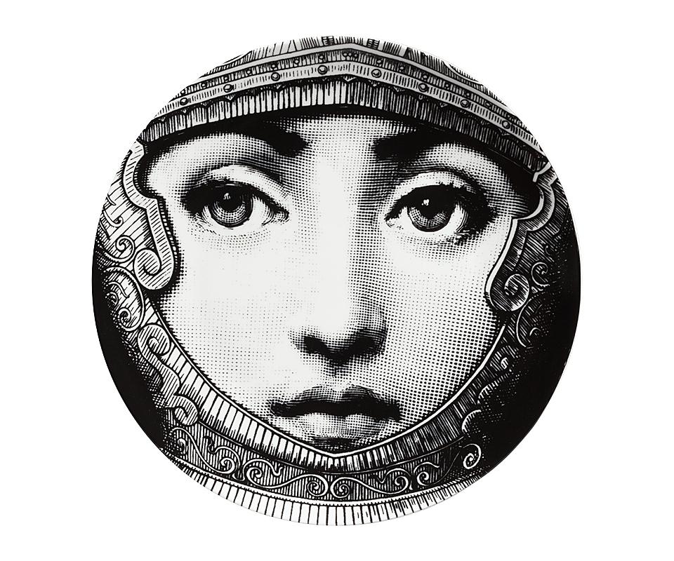 Настенная тарелка Пьеро Форназетти KnightДекоративные тарелки<br><br><br>Material: Фарфор<br>Height см: 2<br>Diameter см: 20,5