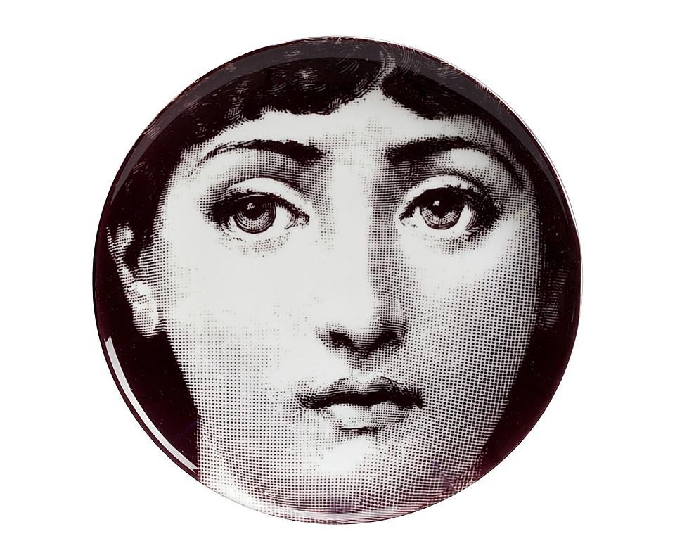 Настенная тарелка Пьеро Форназетти Dead-panДекоративные тарелки<br><br><br>Material: Фарфор<br>Height см: 2<br>Diameter см: 20,2