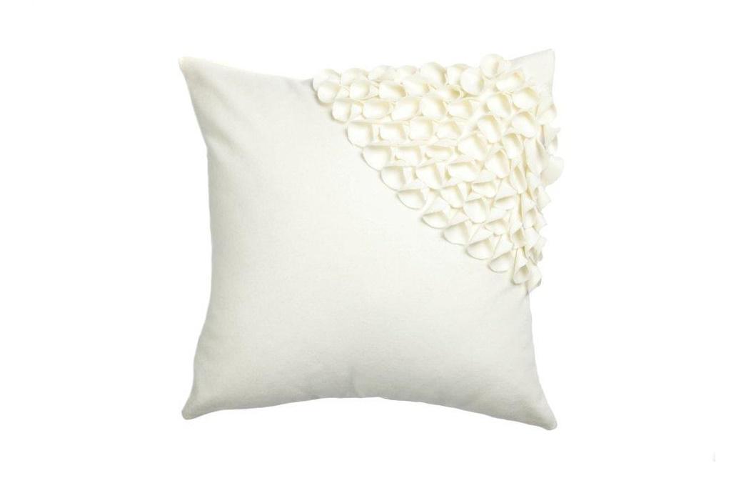 Подушка с объемным узором Alicia White 3Квадратные подушки и наволочки<br>Кашемировая, белого цвета, квадратная подушка с объёмным накладным узором и мягким упругим наполнителем, подойдет для подарка и в качестве дополнения к выбранному стилю декора.<br><br>Material: Кашемир<br>Width см: 45<br>Depth см: 10<br>Height см: 45