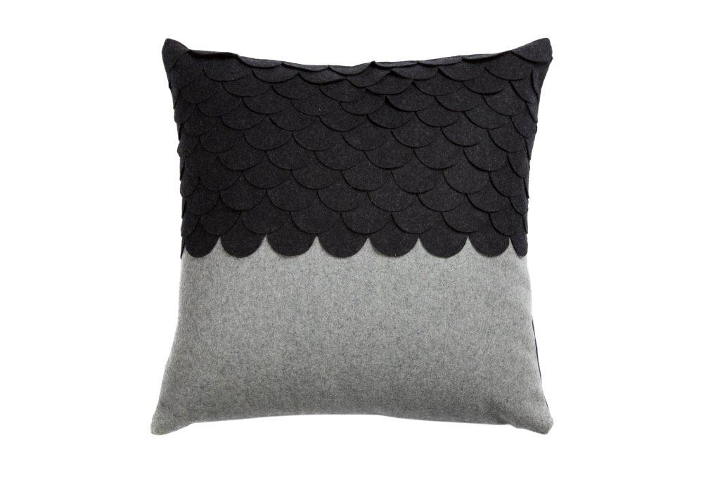 Подушка c узором Marbella Dark Gray 3Квадратные подушки<br>Подушка c узором Marbella Dark Gray 3 изготовлена из ткани темно-серого и серого цвета. Мягкий и упругий наполнитель хорошо поддерживает спину, помогает расслабиться и принять удобную позу, обеспечивает крепкий сон. Подушка также будет отличным сувениром и оригинальным подарком.<br><br>Material: Кашемир<br>Width см: 45<br>Depth см: 14<br>Height см: 45