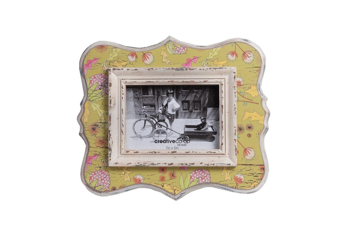 Рамка для фото CadutaРамки для фотографий<br>Фоторамка Caduta — это забавный и необычный элемент декора вашего дома, который наполнит его мягкими красками, хорошим настроением, уютом и теплом. Изготовленный из МДФ и выполненный в приятных пастельных тонах с оригинальными рисунками, такой аксессуар не оставит равнодушным ни взрослых, ни детей. Кроме того, рамка может стать прекрасным презентом к празднику.<br><br>Material: МДФ<br>Length см: None<br>Width см: 34<br>Depth см: 1,2<br>Height см: 29