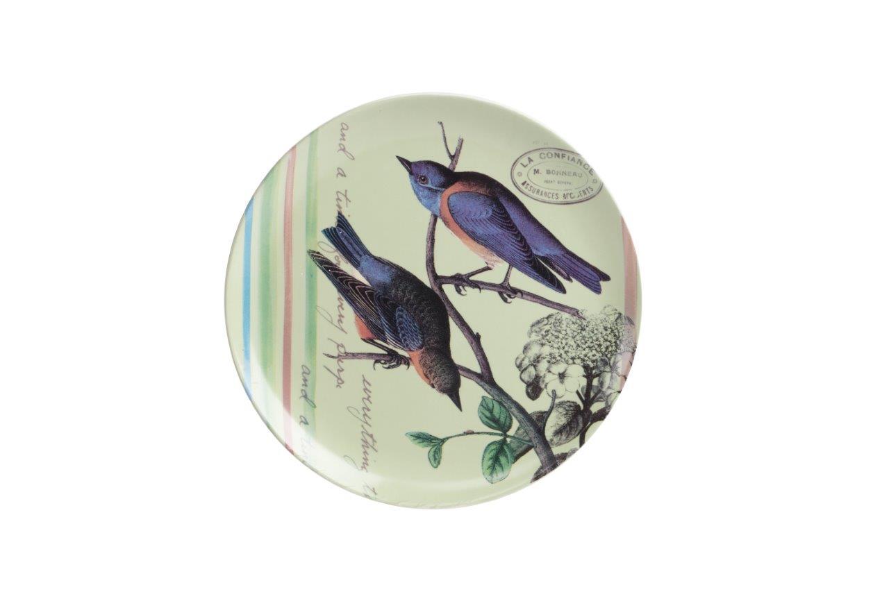Тарелка Montecito LimeДекоративные тарелки<br>Тарелка Montecito Lime выполнена из керамики, декорирована рисунком с изображением двух синих птичек на салатовом фоне, прослеживается почтовая тематика. Тарелку можно приобрести как отдельно, так и в сочетании с другими предметами этой коллекции.<br><br>Material: Керамика<br>Height см: 2,3<br>Diameter см: 21,8