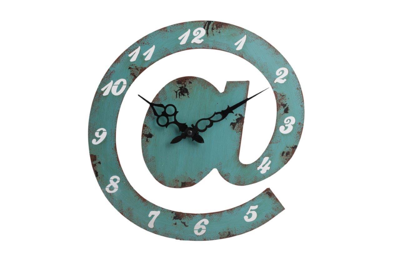 Настенные часы SiroccoНастенные часы<br>Настенные часы Sirocco — это оригинальный предмет украшения вашего дома, который удачно сочетает в себе современность и старину. Очаровательная форма аксессуара в виде значка электронной почты в Интернете — «собачки» — и искусственные потертости и состаренность придают ему особую изысканность и шарм. Часы изготовлены из металла и имеют приятный зелёный цвет, позволяющий вписаться в общую картину помещения, оформленного как в стиле Прованс, так и в современном. А углубившемуся в просторы Интернета они всегда напомнят — пора бы отдохнуть и вернуться в реальный мир!&amp;amp;nbsp;Кварцевый механизм.<br><br>Material: Металл<br>Width см: 30<br>Depth см: 4<br>Height см: 31
