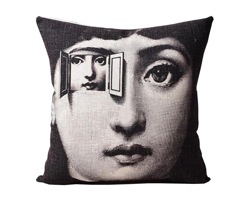 Подушка с портретом Лины Пьеро Форназетти DuplicityКвадратные подушки и наволочки<br>Рисунок на этой подушке демонстрирует безграничную орининальную фантазию известного итальянского дизайнера Пьеро Форназетти (Piero Fornasetti). На этот раз создается полное ощущение, что знаменитая оперная дива Лина Кавальери — бессменная муза мастера — видит нас насквозь, настолько неожиданно передается глубина её взгляда. Эта чёрная подушка с загадочной Линой станет эксклюзивным украшением вашего стильного интерьера или оригинальным подарком.<br><br>Material: Лен<br>Width см: 45<br>Depth см: 15<br>Height см: 45