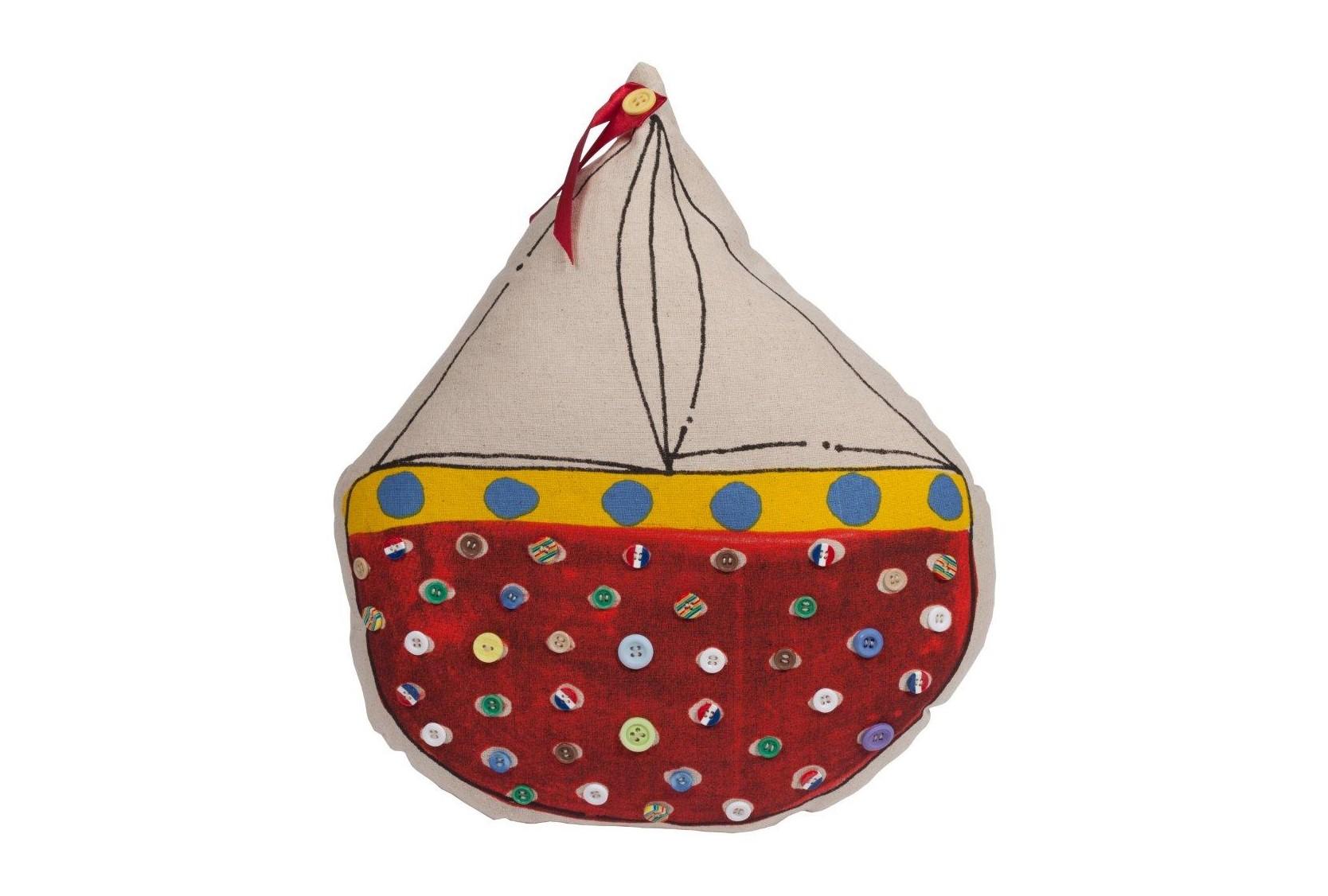 Декоративная подушка с парусником SailboatФигурные подушки<br>Декоративная разноцветная подушка Sailboat — небольшая, но важная деталь интерьера в стиле прованс. Благодаря яркой расцветке и оригинальному исполнению в виде парусника, аксессуар привнесет в оформление дома цвета и яркости, сделает более выразительными пастельные оттенки стен, полов и светлой мебели. Несмотря на кажущуюся простоту, подушка Sailboat представляет собой изысканный предмет декора, способный добавить шарма и роскоши помещению. Подушка также будет отличным сувениром и оригинальным подарком.<br><br>Material: Хлопок<br>Width см: 31<br>Depth см: 7<br>Height см: 36