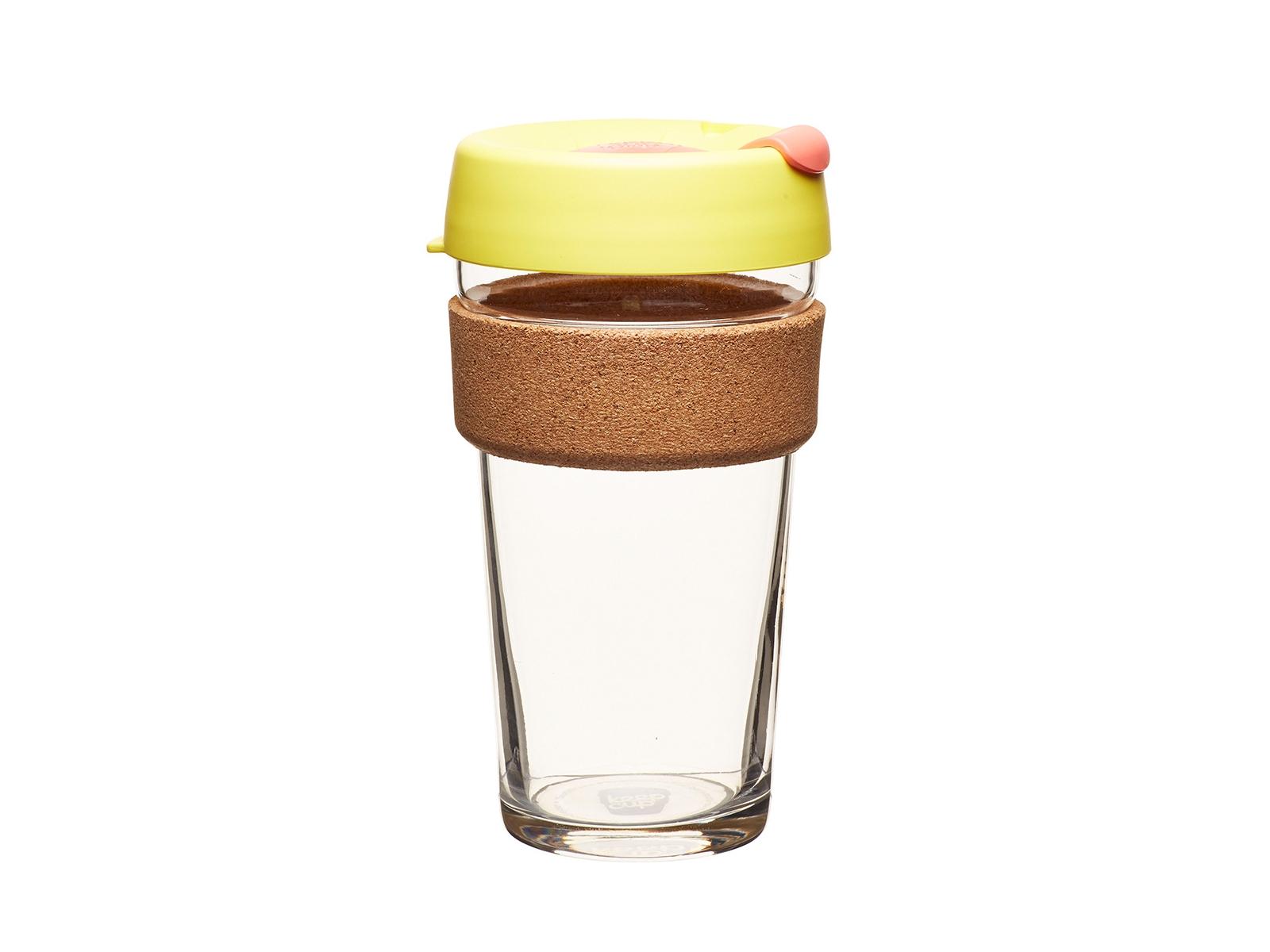Кружка Keepcup saffronЧайные пары, чашки и кружки<br>Лимитированная серия культовых кружек Keepcup со стенками из закаленного стекла, еще более удобной крышкой и уникальным пояском из пробкового дерева.  <br>Кружка, созданная с мыслями о вас и о планете. Главная идея KeepCup – вдохновить любителей кофе отказаться от использования одноразовых бумажных и пластиковых стаканов, так как их производство и утилизация наносят вред окружающей среде. В год производится и выбрасывается около 500 миллиардов одноразовых стаканчиков, а ведь планета у нас всего одна! <br>Но главный плюс кружки  – привлекательный дизайн, который станет отражением вашего личного стиля. Берите её в кафе или наливайте кофе, чай, сок дома, чтобы взять с собой - пить вкусные напитки на ходу, на работе или на пикнике. Специальная крышка с открывающимся и закрывающимся клапаном спасет от брызг, плотный ободок поможет не обжечься (плюс, удобно держать кружку в руках.<br>Крышка сделана без содержания вредного бисфенола (BPA-free). Корпус - из закаленного стекла, устойчивого к термическому и механическому воздействию.&amp;lt;div&amp;gt;&amp;lt;br&amp;gt;&amp;lt;/div&amp;gt;&amp;lt;div&amp;gt;&amp;lt;span style=&amp;quot;line-height: 24.9999px;&amp;quot;&amp;gt;Объем:&amp;amp;nbsp;454 мл.&amp;lt;/span&amp;gt;&amp;lt;br&amp;gt;&amp;lt;/div&amp;gt;<br><br>Material: Стекло<br>Высота см: 15