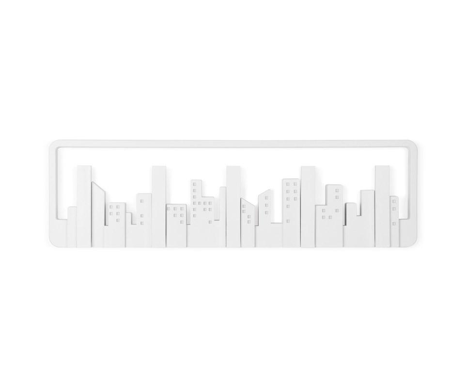 Вешалка настенная SkylineВешалки<br>Сам внешний вид Skyline адресован убеждённым урбанистам и приверженцам минималистичных решений в дизайне.<br>Конечно, этот силуэт всем знаком: открывающийся из окна вид на мегаполис. В череде разновысотных домов-параллелепипедов можно увидеть пять самых высоких небоскрёбов – они представляют собой замаскированные крючки для одежды. При необходимости &amp;quot;небоскрёбы&amp;quot; отгибаются и используются по назначению. Каждый крючок выдерживает нагрузку до двух килограммов.<br><br>Material: Пластик<br>Width см: 49,5<br>Depth см: 3<br>Height см: 15