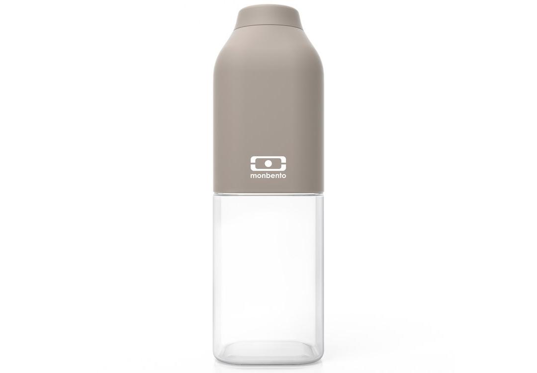 Бутылка Mb positiveБутылки<br>&amp;lt;span style=&amp;quot;line-height: 24.9999px;&amp;quot;&amp;gt;Наполовину полон или наполовину пуст? Известная шутка со стаканом измеряет оптимизм, ну а бутылка от Monbento им наполняет, даря заряд позитива и хорошего настроения. Прозрачная половинка плюс цветная крышка из приятного прорезиненного пластика – получается идеальная бутылка небольшого размера, но отличной вместимости. Многоразовая бутылка пригодится в спортзале, на прогулке, дома, на даче – в общем, везде! Забудьте про одноразовые пластиковые ёмкости – они не красивые, да и засоряют окружающую среду. А такая красота в руках точно привлечет взгляды окружающих. Герметично закрывается. Изготовлена из безопасного пищевого пластика (BPA free). Можно мыть в посудомоечной машине.&amp;lt;/span&amp;gt;&amp;lt;div style=&amp;quot;line-height: 24.9999px;&amp;quot;&amp;gt;&amp;lt;br&amp;gt;&amp;lt;/div&amp;gt;&amp;lt;div style=&amp;quot;line-height: 24.9999px;&amp;quot;&amp;gt;Объем: 500 мл.&amp;lt;/div&amp;gt;<br><br>Material: Пластик<br>Height см: 19<br>Diameter см: 6