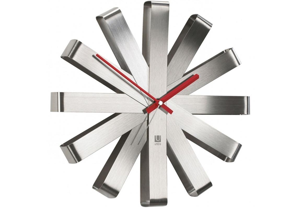 Часы настенные RibbonНастенные часы<br>Как сделать декор для стен функциональным? Просто превратить часы в произведение искусства! Они украсят и дом, и офис, а главное, вы всегда будете знать точное время.<br>Работают от одной батарейки АА (в комплект не входит). Минутная и часовая стрелки — красного цвета, секундная — стальная. Кварцевый механизм.<br><br>Material: Металл<br>Depth см: 6,8<br>Diameter см: 30