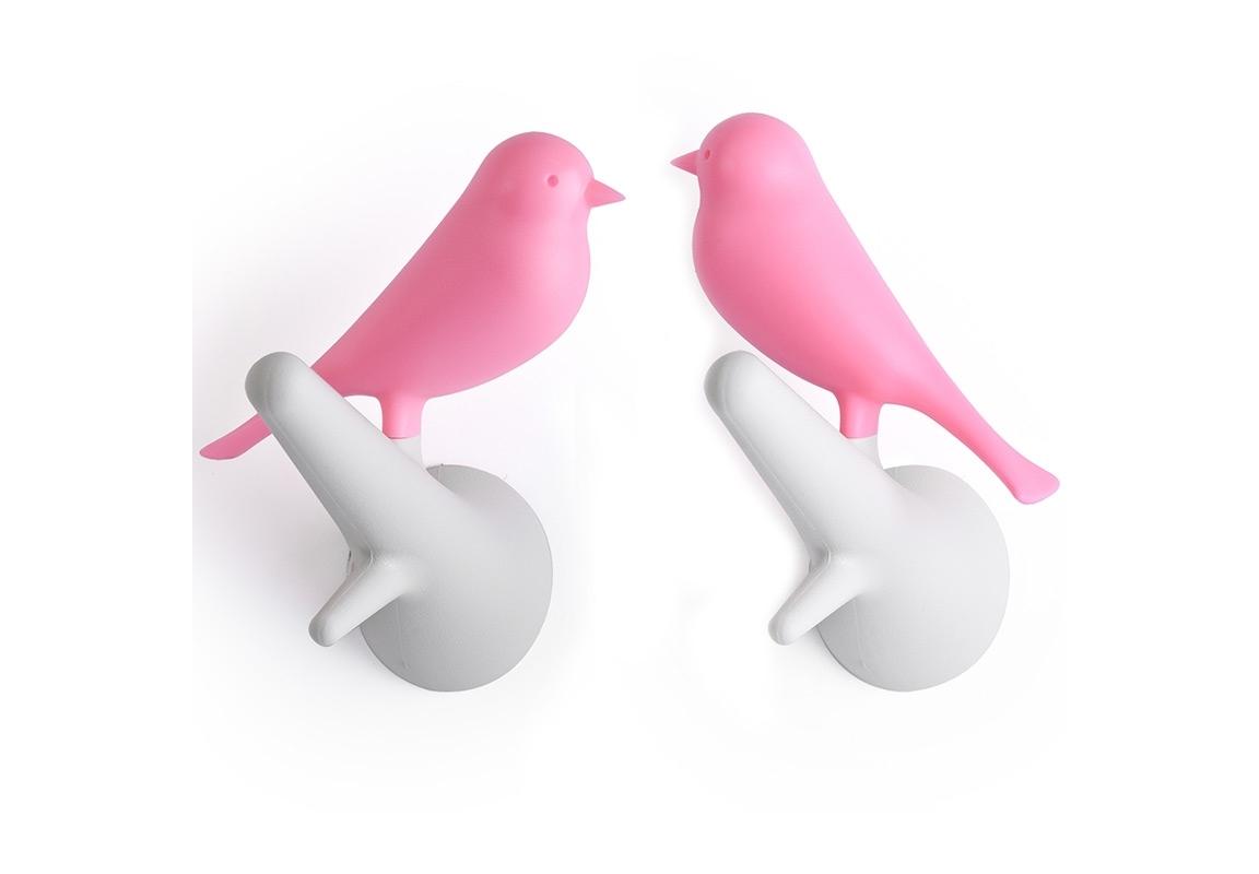 Вешалки настенные Sparrow (2 шт)Вешалки<br>Знаменитый Воробей от Qualy! Даже самые заядлые скептики не останутся равнодушными к этим утонченным вешалкам. В комплекте две птички, надежно прикрепляемые к стене. С помощью птичек разных цветов можно создать удивительную композицию, одинаково хорошо смотрящуюся дома, в офисе, магазине или кафе.<br><br>Material: Пластик<br>Width см: 5<br>Depth см: 7<br>Height см: 11