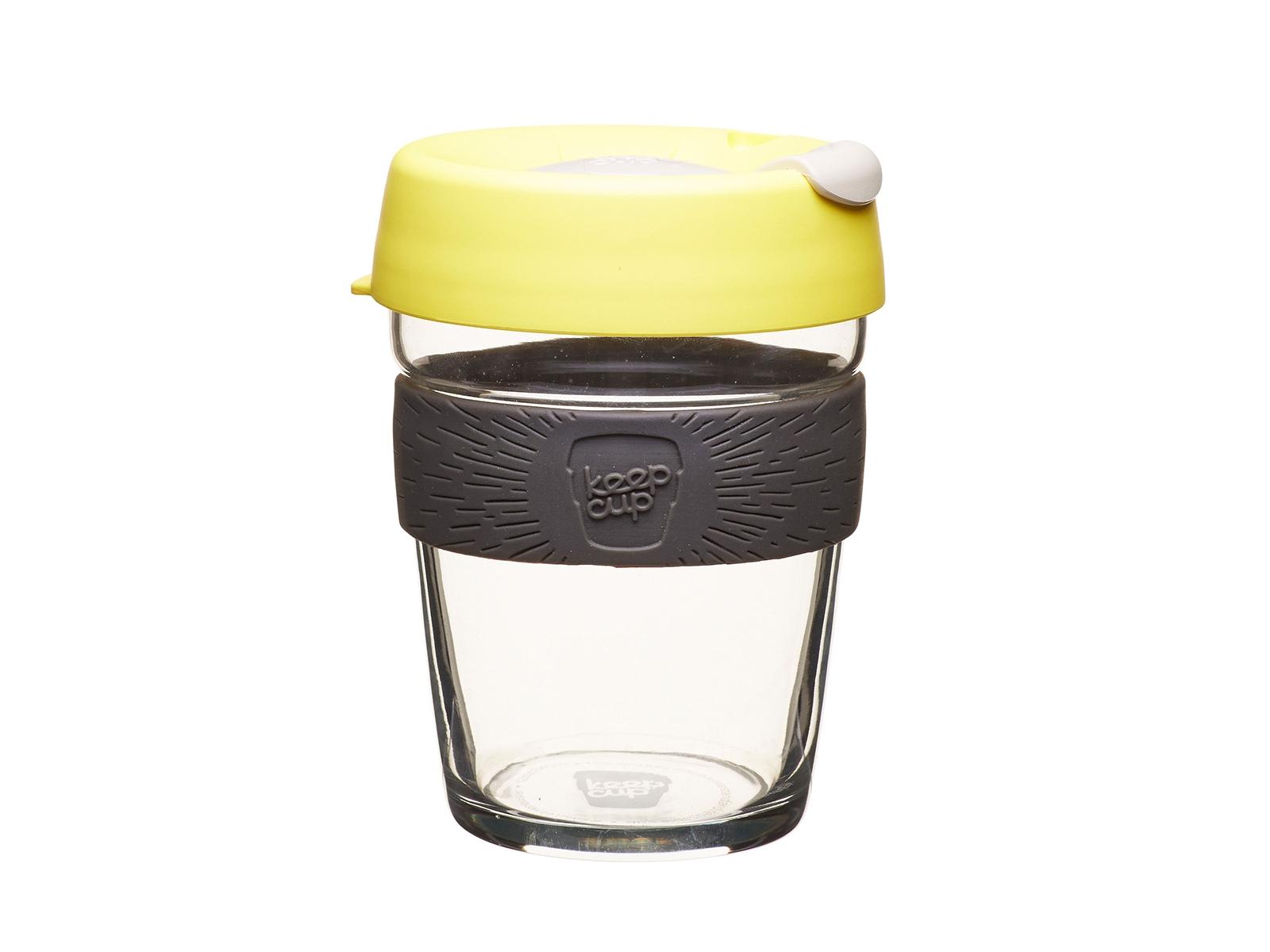 Кружка Keepcup honeyЧайные пары, чашки и кружки<br>Новая версия культовых кружек Keepcup со стенками из закаленного стекла и еще более удобной крышкой.  <br>Кружка, созданная с мыслями о вас и о планете. Главная идея KeepCup – вдохновить любителей кофе отказаться от использования одноразовых бумажных и пластиковых стаканов, так как их производство и утилизация наносят вред окружающей среде. В год производится и выбрасывается около 500 миллиардов одноразовых стаканчиков, а ведь планета у нас всего одна! <br>Но главный плюс кружки  – привлекательный и яркий дизайн, который станет отражением вашего личного стиля. Берите её в кафе или наливайте кофе, чай, сок дома, чтобы взять с собой - пить вкусные напитки на ходу, на работе или на пикнике. Специальная крышка с открывающимся и закрывающимся клапаном спасет от брызг, а силиконовый ободок поможет не обжечься (плюс, удобно держать кружку в руках.<br>Крышка сделана из нетоксичного пластика без содержания вредного бисфенола (BPA-free). Корпус - из закаленного стекла, устойчивого к термическому и механическому воздействию.&amp;amp;nbsp;&amp;lt;div&amp;gt;&amp;lt;br&amp;gt;&amp;lt;/div&amp;gt;&amp;lt;div&amp;gt;Объем:&amp;amp;nbsp;&amp;amp;nbsp;340 мл.&amp;lt;/div&amp;gt;<br><br>Material: Стекло<br>Высота см: 13