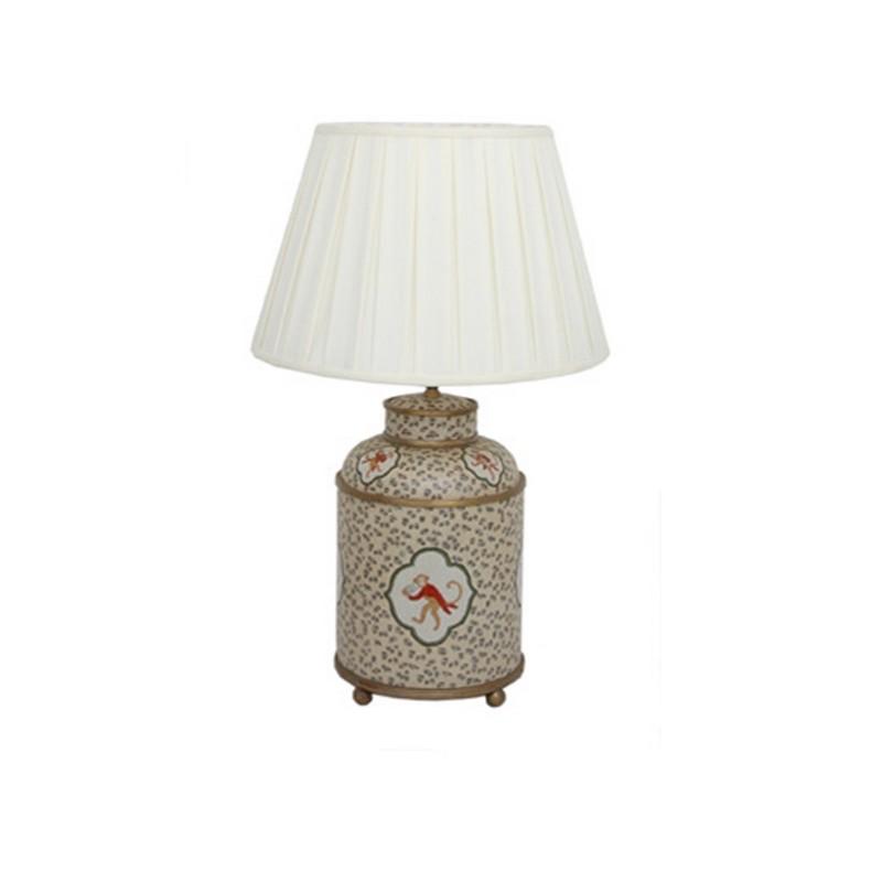 ЛампаДекоративные лампы<br>Настольная лампа с белым плафоном на ножке с орнаментом от датского бренда g&amp;amp;amp;c interiors. Оригинальный элемент декора для спальни, кабинета или гостиной в стиле эклектика.&amp;amp;nbsp;&amp;lt;div&amp;gt;&amp;lt;br&amp;gt;&amp;lt;/div&amp;gt;&amp;lt;div&amp;gt;&amp;lt;div&amp;gt;Цоколь: E27,&amp;amp;nbsp;&amp;lt;/div&amp;gt;&amp;lt;div&amp;gt;Мощность лампы: 60W&amp;amp;nbsp;&amp;lt;/div&amp;gt;&amp;lt;div&amp;gt;Кол-во лампочек: 1 (в комплект не входит)&amp;lt;/div&amp;gt;&amp;lt;/div&amp;gt;&amp;lt;div&amp;gt;&amp;lt;br&amp;gt;&amp;lt;/div&amp;gt;<br><br>Material: Фарфор<br>Height см: 50<br>Diameter см: 24