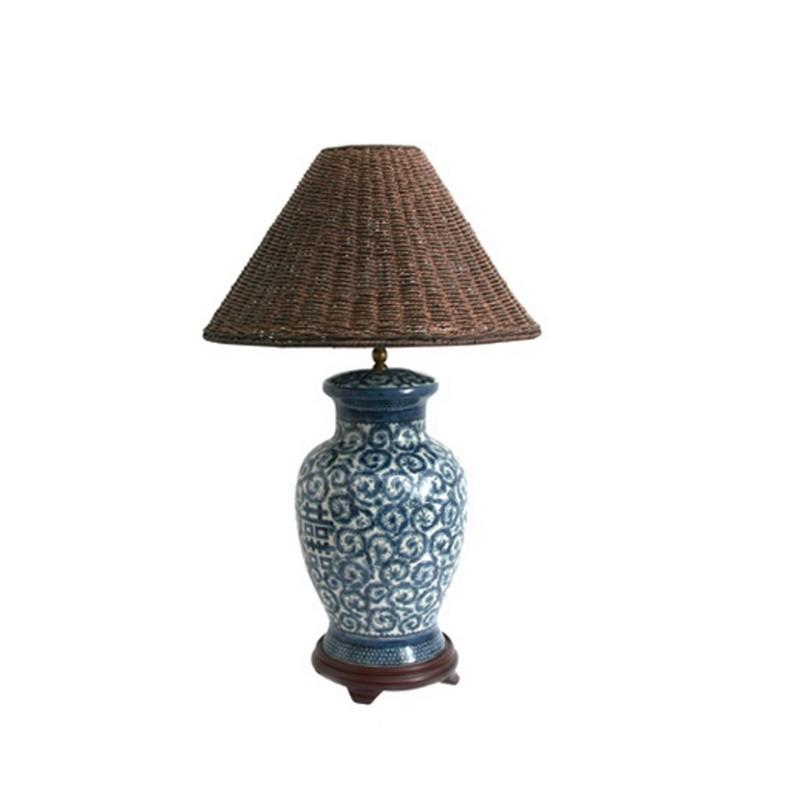 ЛампаДекоративные лампы<br>Настольная лампа с коричневым плафоном на синей ножке с орнаментом от датского бренда g&amp;amp;amp;c interiors. оригинальный элемент декора для спальни, кабинета или гостиной в стиле эклектика.&amp;amp;nbsp;&amp;lt;div&amp;gt;&amp;lt;br&amp;gt;&amp;lt;/div&amp;gt;&amp;lt;div&amp;gt;&amp;lt;div&amp;gt;Цоколь: E27,&amp;amp;nbsp;&amp;lt;/div&amp;gt;&amp;lt;div&amp;gt;Мощность лампы: 60W&amp;amp;nbsp;&amp;lt;/div&amp;gt;&amp;lt;div&amp;gt;Кол-во лампочек: 1 (в комплект не входит)&amp;lt;/div&amp;gt;&amp;lt;/div&amp;gt;<br><br>Material: Фарфор<br>Height см: 56<br>Diameter см: 25