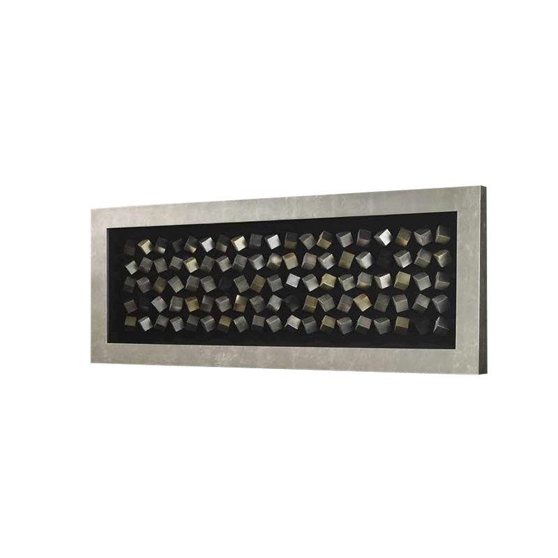 Декоративное панноПанно<br>Барельеф под стеклом Cubic с оригинальным дизайном в посеребренной раме. Барельеф состоит из множества деревянных деталей в форме куба, окрашенных в золотистый, серебристый и черный цвета. Органично впишется в современный дизайнерский интерьер.<br><br>Material: Металл<br>Width см: 160<br>Depth см: 8<br>Height см: 60