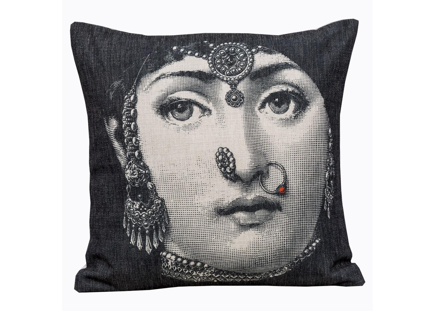 Арт-подушка Лина, версия ИндияКвадратные подушки и наволочки<br>Если рассматривать прямую функцию подушки, то загадочный портрет &amp;quot;Индия&amp;quot; готов стать для Вас лучшим дизайнером прекрасных снов. Шелковистая натуральная ткань, воздушный наполнитель, магнетичный рисунок, - декоративные подушки &amp;quot;Объекта мечты&amp;quot; откликаются на любые условия эргономичного отдыха, столь желанного Вам и Вашему убранству.&amp;lt;div&amp;gt;&amp;lt;br&amp;gt;&amp;lt;/div&amp;gt;&amp;lt;div&amp;gt;&amp;lt;br&amp;gt;&amp;lt;/div&amp;gt;&amp;lt;iframe width=&amp;quot;530&amp;quot; height=&amp;quot;315&amp;quot; src=&amp;quot;https://www.youtube.com/embed/MqeeEoEbmPE&amp;quot; frameborder=&amp;quot;0&amp;quot; allowfullscreen=&amp;quot;&amp;quot;&amp;gt;&amp;lt;/iframe&amp;gt;<br><br>Material: Текстиль<br>Ширина см: 45.0<br>Высота см: 15.0<br>Глубина см: 15