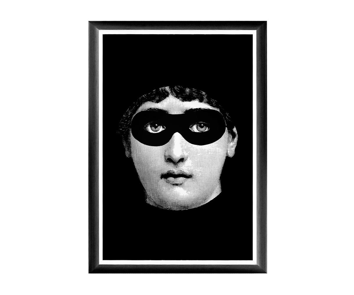 Арт-постер Лина, версия ЗорроПостеры<br>&amp;lt;div&amp;gt;В угоду артистической публике, «Объект мечты» предлагает галерею репродукций в манере нью-йоркского поп-арта, тиражирующего неожиданные версии одного портрета. Особый шик постеру придают грациозная багетная рама, белая окантовка и глянцевый отблеск защитного покрытия. Богемные сюжеты, преподнесенный в нотах изящного юмора, наверняка поднимет градус настроения Вашей домашней атмосфере.Черно-белые постеры близки современным интерьерам, насыщенным цифровой техникой и модными гаджетами. Престижные интерьеры &amp;quot;хай-тэк&amp;quot;, &amp;quot;лофт&amp;quot;, &amp;quot;индастриал&amp;quot; немыслимы без контрастных интерьерных деталей, разграничивающих атмосферы деловитой прагматичности и безмятежного релакса. Вертикальные постеры не претендуют на центральное расположение в комнате. В зависимости от планировки, они незаменимы для узких пространств, простенков между дверьми или окнами, для торца длинного коридора и посреди предметов мебели. Белая внутренняя кайма рамы внушает портрету особую выразительность. Изображение защищено стеклопластиком, стойким к микроцарапинам и помутнению.&amp;lt;/div&amp;gt;&amp;lt;div&amp;gt;&amp;lt;br&amp;gt;&amp;lt;/div&amp;gt;&amp;lt;div&amp;gt;Материал: багет из полистирола, защитный слой стеклопластик, изображение дизайнерская бумага.&amp;lt;/div&amp;gt;&amp;lt;div&amp;gt;&amp;lt;br&amp;gt;&amp;lt;/div&amp;gt;<br><br>&amp;lt;iframe width=&amp;quot;530&amp;quot; height=&amp;quot;360&amp;quot; src=&amp;quot;https://www.youtube.com/embed/MqeeEoEbmPE&amp;quot; frameborder=&amp;quot;0&amp;quot; allowfullscreen=&amp;quot;&amp;quot;&amp;gt;&amp;lt;/iframe&amp;gt;<br><br>Material: Бумага<br>Width см: 46<br>Depth см: 1<br>Height см: 66