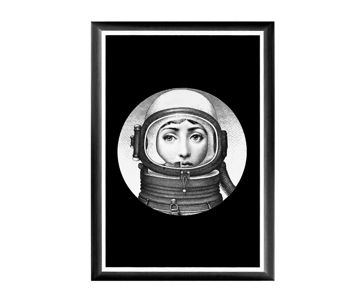 Арт-постер Лина, версия КосмосПостеры<br>Арт-постер &amp;quot;Космос&amp;quot; - &amp;quot;визитная карточка&amp;quot; интерьерной коллекции «Лина», включившей мягкие диваны, стулья и подушки, кофейные столики, тумбы для ванной комнаты и обширную галерею настенных портретов главной героини интерьерного бала. Выбрав рисунок по душе, Вы нарядите дом авторским стилем, словно бы созданным художником по Вашему индивидуальному заказу.Яркие контрасты - привилегия интерьера, ценящего стиль и индивидуальность.<br>Грациозный вертикальный  постер не претендует на центральное расположение в комнате. В зависимости от планировки, он незаменимы для узких пространств, простенков между дверьми или окнами, для торца длинного коридора и посреди предметов мебели.&amp;lt;div&amp;gt;&amp;lt;br&amp;gt;&amp;lt;/div&amp;gt;&amp;lt;div&amp;gt;&amp;lt;br&amp;gt;&amp;lt;/div&amp;gt;&amp;lt;iframe width=&amp;quot;530&amp;quot; height=&amp;quot;315&amp;quot; src=&amp;quot;https://www.youtube.com/embed/MqeeEoEbmPE&amp;quot; frameborder=&amp;quot;0&amp;quot; allowfullscreen=&amp;quot;&amp;quot;&amp;gt;&amp;lt;/iframe&amp;gt;<br><br>Material: Бумага<br>Ширина см: 46.0<br>Высота см: 66.0<br>Глубина см: 2.0