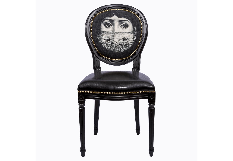 Стул Лина, версия ПогружениеОбеденные стулья<br>Дизайн &amp;quot;Погружение&amp;quot; создан эффектом экстравагантных контрастных сочетаний. Глянцевый блеск сиденья объединился с матовой льняной спинкой, королевский силуэт эпохи Луи-Филиппа - с рисунком современного &amp;quot;поп-арта&amp;quot;, золотистые анкеры мерцают вокруг строгого корпуса подобно драгоценностям. Помимо авангардного клубного дизайна, стул наделен прочностью и долговечностью, комфортом и экологичностью, присущей мебели из натурального бука.Стул &amp;quot;Лина&amp;quot; - универсальное, но отборное решение гостиной и столовой, каминного зала, холла, кабинета и спальни.<br>Смелые контрасты - эмблема интерьера, ценящего стиль и индивидуальность.<br>Эклектичный дизайн обещает Вам соседство дизайна &amp;quot;Лина&amp;quot; со многими классическими и авангардными жанрами, от &amp;quot;ампира&amp;quot; до &amp;quot;лофта&amp;quot;.<br>Корпус стула изготовлен из натурального бука. Среди европейских пород дерева бук считается самым прочным и долговечным материалом.<br>В дизайне стула &amp;quot;Лина&amp;quot; резьба играет ведущую роль: стул украшен вычурными желобками и цветочными узорами, выточенными с ювелирной меткостью. При ярком освещении на черном фоне корпуса резьба выглядит особенно эффектно.<br>Комфортабельность, прочность и долговечность сиденья обеспечены подвеской из эластичных ремней.<br>Обивка спинки оснащена тефлоновым покрытием против пятен.<br>Не упустите случая обладания уникальной дизайнерской мебелью. Коллекция &amp;quot;Лина&amp;quot; выпущена лимитированными экземплярами.<br><br>Material: Кожа<br>Width см: 50<br>Depth см: 47<br>Height см: 98