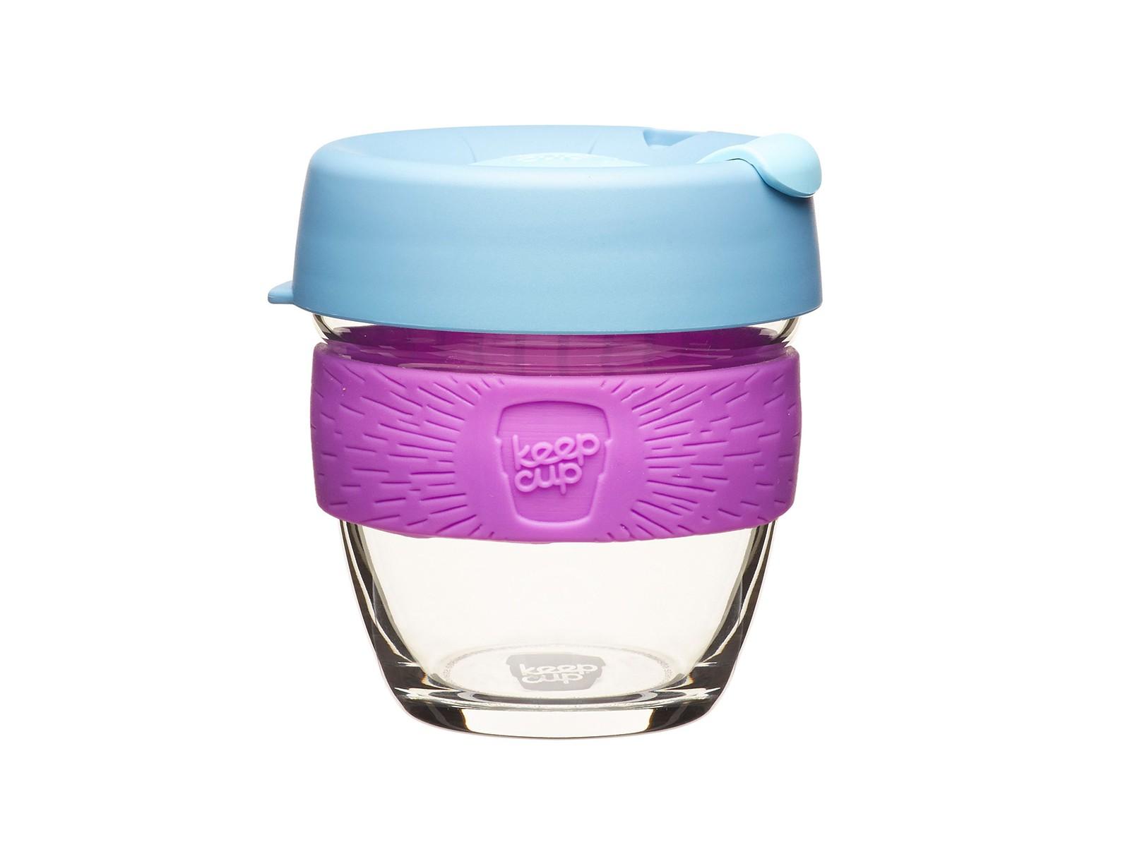 Кружка keepcup lavenderЧайные пары, чашки и кружки<br>Главная идея KeepCup – вдохновить любителей кофе отказаться от использования одноразовых бумажных и пластиковых стаканов, так как их производство и утилизация наносят вред окружающей среде. В год производится и выбрасывается около 500 миллиардов одноразовых стаканчиков, а ведь планета у нас всего одна! <br>Но главный плюс кружки  – привлекательный и яркий дизайн, который станет отражением вашего личного стиля. Берите её в кафе или наливайте кофе, чай, сок дома, чтобы взять с собой - пить вкусные напитки на ходу, на работе или на пикнике. Специальная крышка с открывающимся и закрывающимся клапаном спасет от брызг, а силиконовый ободок поможет не обжечься (плюс, удобно держать кружку в руках.<br>Крышка сделана из нетоксичного пластика без содержания вредного бисфенола (BPA-free). Корпус - из закаленного стекла, устойчивого к термическому и механическому воздействию. Разработана и произведена в Австралии.&amp;lt;div&amp;gt;&amp;lt;br&amp;gt;&amp;lt;/div&amp;gt;&amp;lt;div&amp;gt;Объем: 227 мл.&amp;lt;br&amp;gt;&amp;lt;/div&amp;gt;<br><br>Material: Стекло<br>Высота см: 11