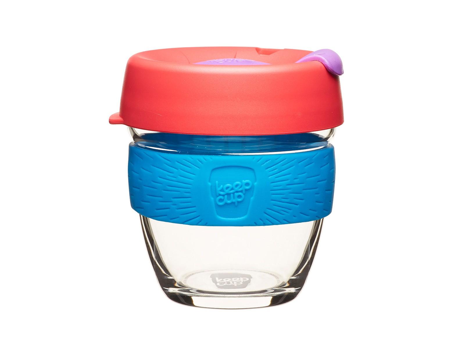 Кружка Keepcup hibiscusЧайные пары, чашки и кружки<br>Главная идея KeepCup – вдохновить любителей кофе отказаться от использования одноразовых бумажных и пластиковых стаканов, так как их производство и утилизация наносят вред окружающей среде. В год производится и выбрасывается около 500 миллиардов одноразовых стаканчиков, а ведь планета у нас всего одна! <br>Но главный плюс кружки  – привлекательный и яркий дизайн, который станет отражением вашего личного стиля. Берите её в кафе или наливайте кофе, чай, сок дома, чтобы взять с собой - пить вкусные напитки на ходу, на работе или на пикнике. Специальная крышка с открывающимся и закрывающимся клапаном спасет от брызг, а силиконовый ободок поможет не обжечься (плюс, удобно держать кружку в руках.<br>Крышка сделана из нетоксичного пластика без содержания вредного бисфенола (BPA-free). Корпус - из закаленного стекла, устойчивого к термическому и механическому воздействию. Разработана и произведена в Австралии.&amp;lt;div&amp;gt;&amp;lt;br&amp;gt;&amp;lt;/div&amp;gt;&amp;lt;div&amp;gt;Объем: 227 мл.&amp;lt;br&amp;gt;&amp;lt;/div&amp;gt;<br><br>Material: Стекло<br>Height см: 10<br>Diameter см: 8