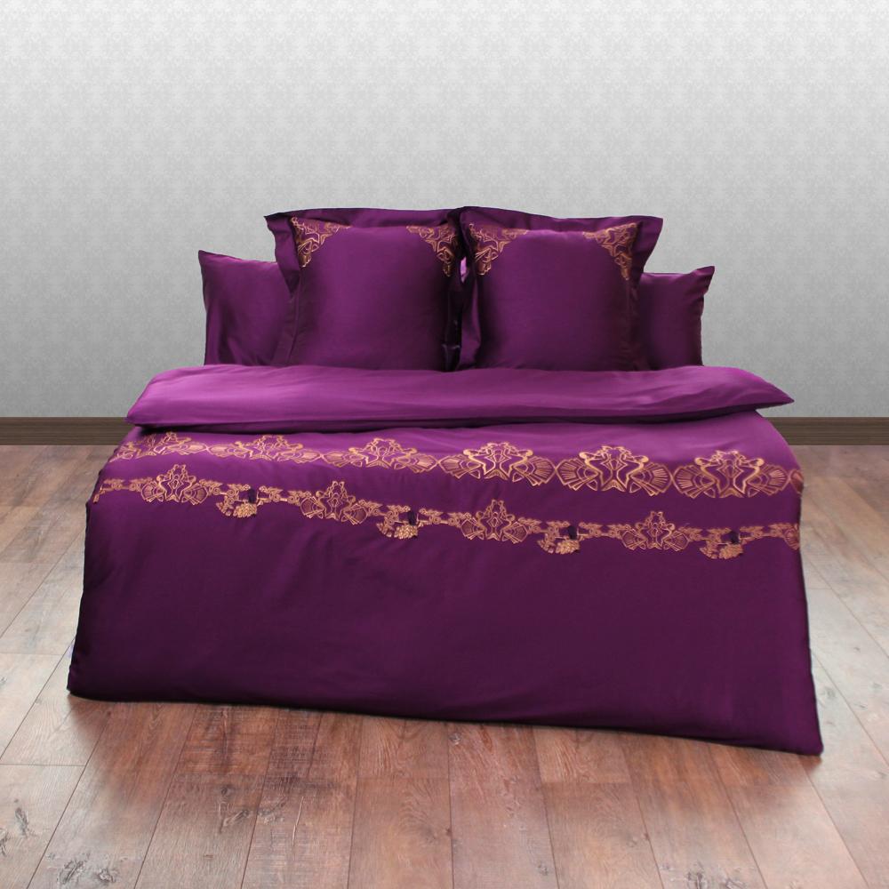 Комплект постельного белья Джаз патиДвуспальные комплекты постельного белья<br>Комплект постельного белья «Джаз Пати» выполнен из сатина (100% натуральный хлопок) яркого пурпурного цвета с изысканной золотисто-бронзовой вышивкой в стиле модерн. Контрастное сочетание цветов на этом постельном белье придает ему роскошный вид. Для удобства в комплект входит 4 наволочки. Классическая простынь подходящая для любой кровати также входит в комплект. Вышивка на пододеяльнике и наволочках расположена таким образом, что не помешает сну и в тоже время будет хорошо.&amp;lt;div&amp;gt;&amp;lt;br&amp;gt;&amp;lt;/div&amp;gt;&amp;lt;div&amp;gt;&amp;lt;div&amp;gt;В комплект входит:&amp;lt;/div&amp;gt;&amp;lt;div&amp;gt;• пододеяльник с вышивкой: 200х220&amp;lt;/div&amp;gt;&amp;lt;div&amp;gt;• простыня: 180х220&amp;lt;/div&amp;gt;&amp;lt;div&amp;gt;• 2 наволочки: 50х70 см&amp;lt;/div&amp;gt;&amp;lt;div&amp;gt;• 2 наволочки с вышивкой: 60х60 см с бордюром&amp;lt;/div&amp;gt;&amp;lt;/div&amp;gt;<br><br>Material: Сатин<br>Ширина см: 200