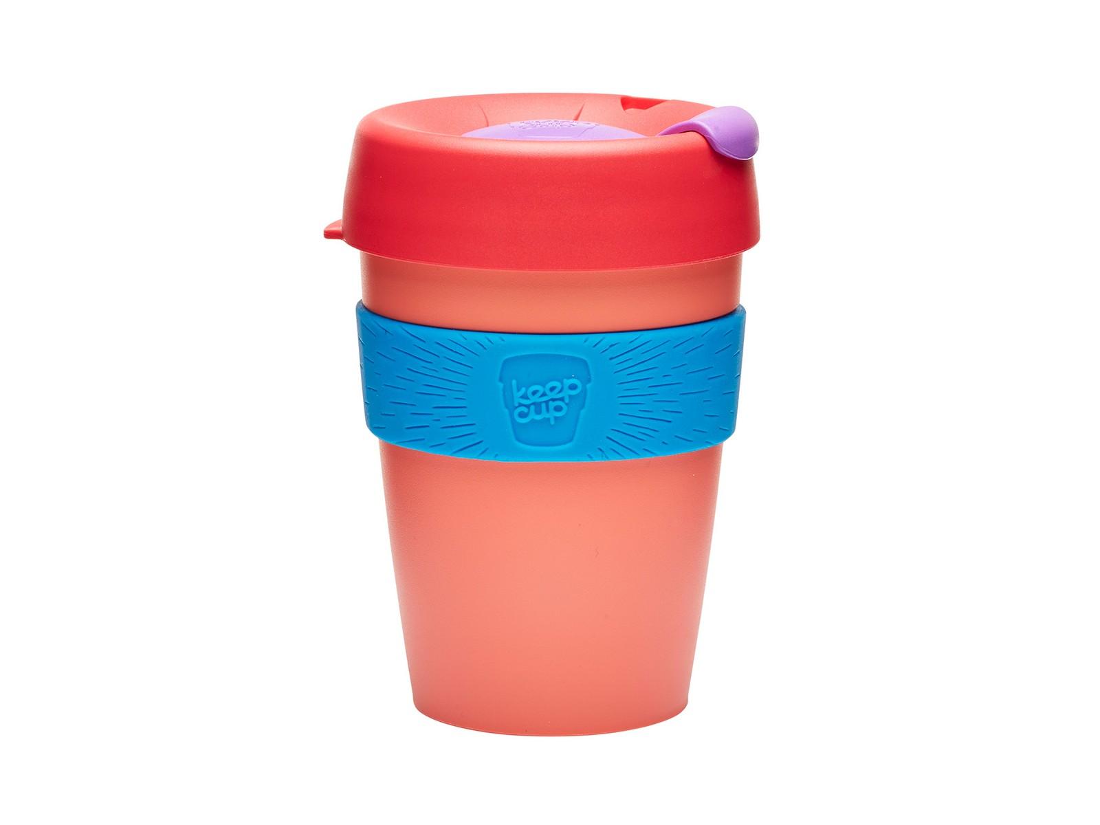 Кружка Keepcup tea roseЧайные пары, чашки и кружки<br>Кружка, созданная с мыслями о вас и о планете. Главная идея KeepCup – вдохновить любителей кофе отказаться от использования одноразовых бумажных и пластиковых стаканов, так как их производство и утилизация наносят вред окружающей среде. В год производится и выбрасывается около 500 миллиардов одноразовых стаканчиков, а ведь планета у нас всего одна! <br>Но главный плюс кружки  – привлекательный и яркий дизайн, который станет отражением вашего личного стиля. Берите ее в кафе или наливайте кофе, чай, сок дома, чтобы взять с собой - пить вкусные напитки на ходу, на работе или на пикнике. Специальная крышка с открывающимся и закрывающимся клапаном спасет от брызг, силиконовый ободок поможет не обжечься (плюс, удобно держать кружку в руках), а плотная крышка и толстые стенки сохранят напиток теплым в течение 20~30 минут. <br>Кружка сделана из нетоксичного пластика без содержания вредного бисфенола (BPA-free). Можно использовать в микроволновке и мыть в посудомоечной машине.&amp;amp;nbsp;&amp;lt;div&amp;gt;&amp;lt;br&amp;gt;&amp;lt;/div&amp;gt;&amp;lt;div&amp;gt;Объем: 340 мл.&amp;lt;br&amp;gt;&amp;lt;/div&amp;gt;<br><br>Material: Пластик<br>Height см: 13<br>Diameter см: 8,8