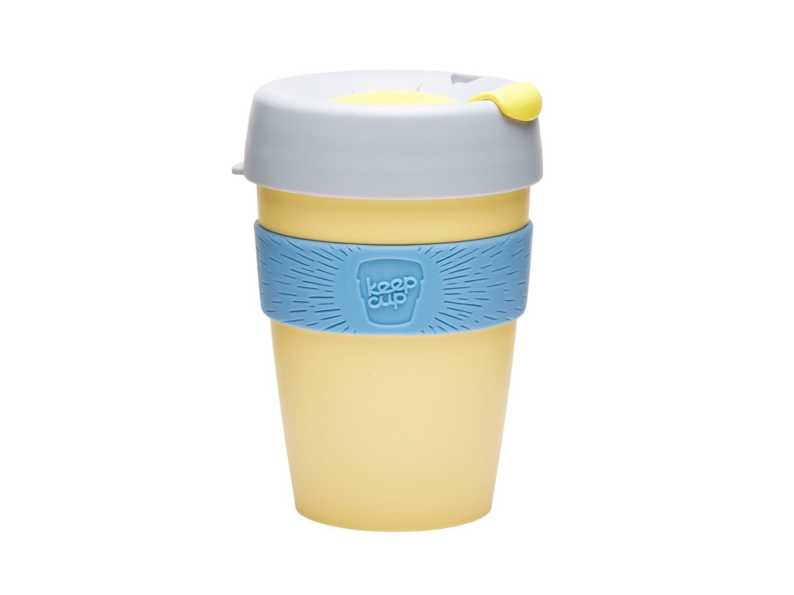 Кружка Keepcup lemonЧайные пары, чашки и кружки<br>Кружка, созданная с мыслями о вас и о планете. Главная идея KeepCup – вдохновить любителей кофе отказаться от использования одноразовых бумажных и пластиковых стаканов, так как их производство и утилизация наносят вред окружающей среде. В год производится и выбрасывается около 500 миллиардов одноразовых стаканчиков, а ведь планета у нас всего одна! <br>Но главный плюс кружки  – привлекательный и яркий дизайн, который станет отражением вашего личного стиля. Берите ее в кафе или наливайте кофе, чай, сок дома, чтобы взять с собой - пить вкусные напитки на ходу, на работе или на пикнике. Специальная крышка с открывающимся и закрывающимся клапаном спасет от брызг, силиконовый ободок поможет не обжечься (плюс, удобно держать кружку в руках), а плотная крышка и толстые стенки сохранят напиток теплым в течение 20~30 минут. <br>Кружка сделана из нетоксичного пластика без содержания вредного бисфенола (BPA-free). Можно использовать в микроволновке и мыть в посудомоечной машине.&amp;amp;nbsp;&amp;lt;div&amp;gt;&amp;lt;br&amp;gt;&amp;lt;/div&amp;gt;&amp;lt;div&amp;gt;Объем: 340 мл.&amp;lt;br&amp;gt;&amp;lt;/div&amp;gt;<br><br>Material: Пластик<br>Высота см: 13
