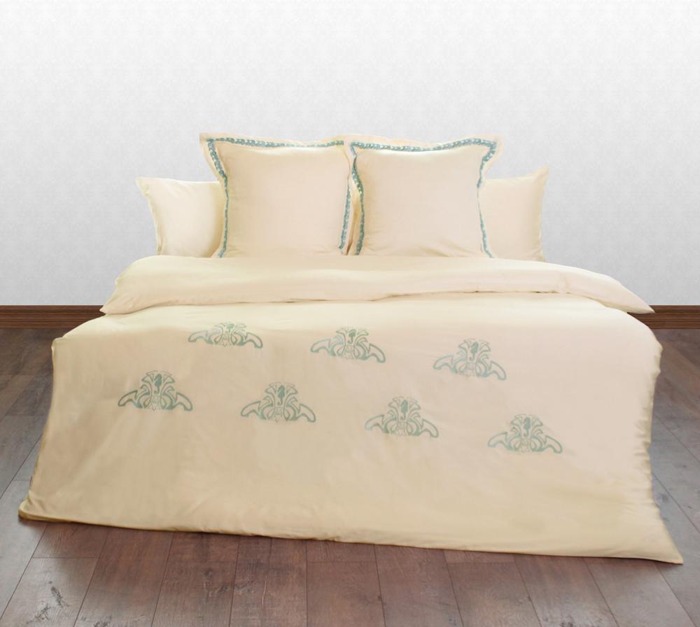Комплект постельного белья БрювоОдноспальные комплекты постельного белья<br>Комплект постельного белья «Брюво» выполнен из сатина (100% натуральный хлопок) приятного молочного цвета с оригинальной бирюзовой вышивкой. Вышивка в виде объемных орнаментов с морскими коньками и волнами придают оригинальный вид комплекту. Для удобства в комплект входит 4 наволочки. Классическая простынь подходящая для любой кровати также входит в комплект. Постельное белье «Брюво» отлично впишется как в классический стиль интерьера, так и в современный, а высокое качество материалов, из которых оно изготовлено, порадует даже самых взыскательных покупателей.&amp;lt;div&amp;gt;&amp;lt;br&amp;gt;&amp;lt;/div&amp;gt;&amp;lt;div&amp;gt;&amp;lt;div&amp;gt;В комплект входит:&amp;lt;/div&amp;gt;&amp;lt;div&amp;gt;• пододеяльник с вышивкой: 180х220 см&amp;amp;nbsp;&amp;lt;/div&amp;gt;&amp;lt;div&amp;gt;• простыня: 150х220 см&amp;lt;/div&amp;gt;&amp;lt;div&amp;gt;• 2 наволочки: 50х70 см&amp;lt;/div&amp;gt;&amp;lt;div&amp;gt;• 2 наволочки с вышивкой: 60х60 см с бордюром&amp;lt;/div&amp;gt;&amp;lt;/div&amp;gt;<br><br>Material: Сатин<br>Length см: 220<br>Width см: 180
