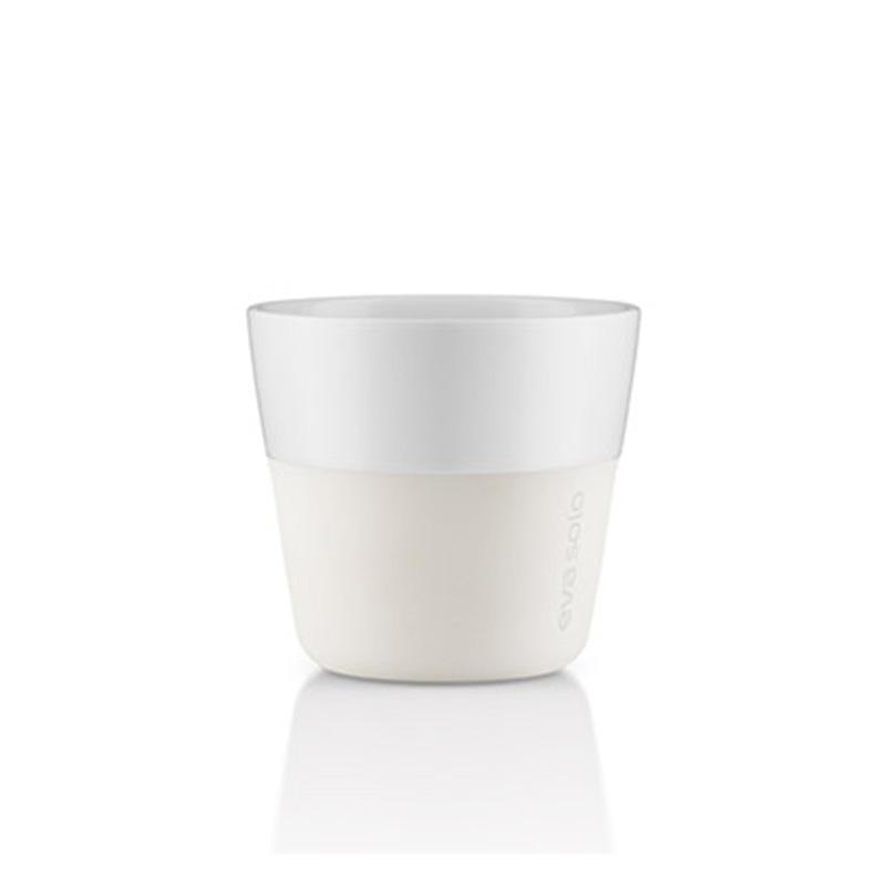 Чашки для лунго (2 шт)Чайные пары, чашки и кружки<br>Чашка для кофе лунго от Eva Solo рассчитана на 230 мл - оптимальный объём, а также стандарт для этого типа напитка у большинства кофе-машин. Чашка сделана из фарфора и имеет специальный силиконовый чехол, чтобы её можно было держать в руках, не рискуя обжечь пальцы. Чехол легко снимается, и чашку можно мыть в посудомоечной машине. Умные и красивые предметы посуды от Eva Solo будут украшением любой кухни!<br><br>Material: Фарфор<br>Height см: 8<br>Diameter см: 8,5