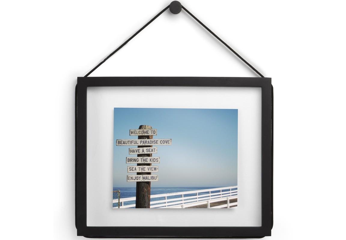 Фоторамка CordaРамки для фотографий<br>Чтобы понять особенность этой фоторамки, нужно приглядеться к её краям: оригинальное сочетание острых углов и скругленной рамы создает необычный эффект и отлично обрамляет ваши любимые фотографии. Можно расположить на стене горизонтально или вертикально. Подходит для фотографий размером 28 х 36 см или для фотографий 20 х 28 см с использованием паспарту.<br><br>Material: Дерево<br>Width см: 31,8<br>Depth см: 1,9<br>Height см: 38,7