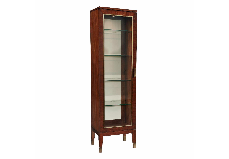 ВитринаВитрины<br>Витрина деревянная (орех). 1 открывающаяся стеклянная дверца. Внутри 4 стеклянных полки. Ручки металлические. 1 внутренняя подсветка.<br><br>Material: Дерево<br>Width см: 54<br>Depth см: 43<br>Height см: 193