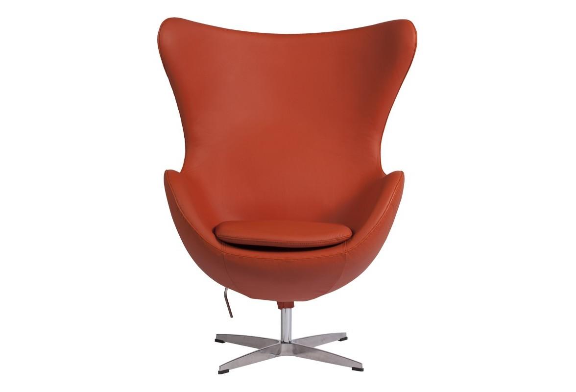 Кресло Egg ChairКресла с высокой спинкой<br>Кресло Egg Chair (Яйцо), созданное в 1958 году датским дизайнером Арне Якобсеном, обладает исключительной привлекательностью и узнаваемостью во всем мире, занимает особое место в ряду культовой дизайнерской мебели XX века. Оно имеет экстравагантную форму и неординарное исполнение, что позволило ему стать совершенным воплощением классики нового времени. Кресло Egg Chair, выполненное в форме яйца, подарит огромное множество положительных эмоций и заставляет обращать на него внимание. Оно непременно задаёт основу для дизайна того или иного помещения. Прочный и массивный каркас из стекловолокна, обтянутый натуральной кожей класса Премиум терракотового цвета, и ножка из нержавеющей стали гарантируют долгий срок службы и устойчивость. Купите великолепную реплику кресла Egg Chair — изготовленное из высококачественных материалов, оно понравится многим любителям нестандартного видения обыденных и, притом, качественных вещей.<br><br>Material: Кожа<br>Width см: 82<br>Depth см: 76<br>Height см: 105